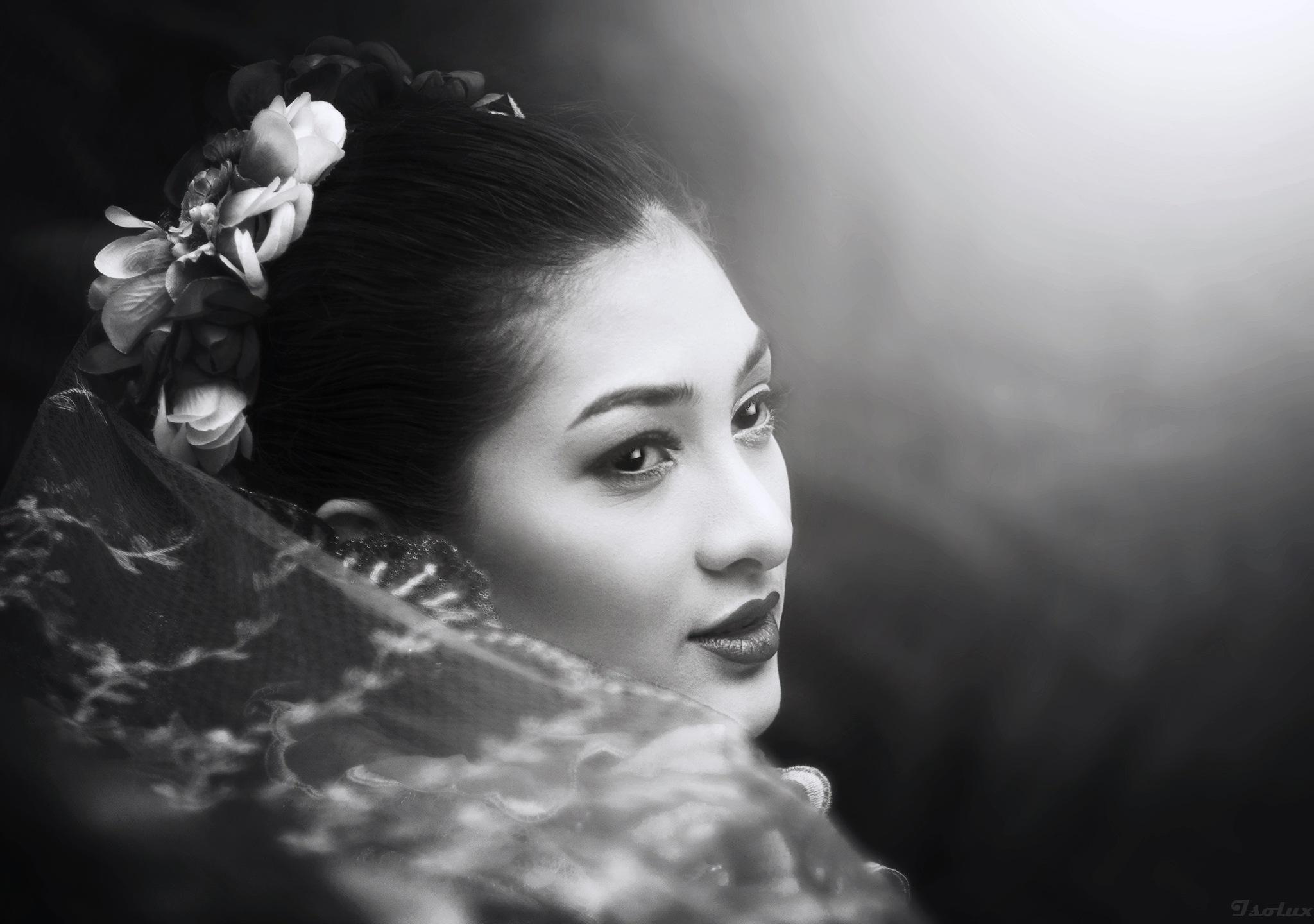 Amira in BW by Ele Hob