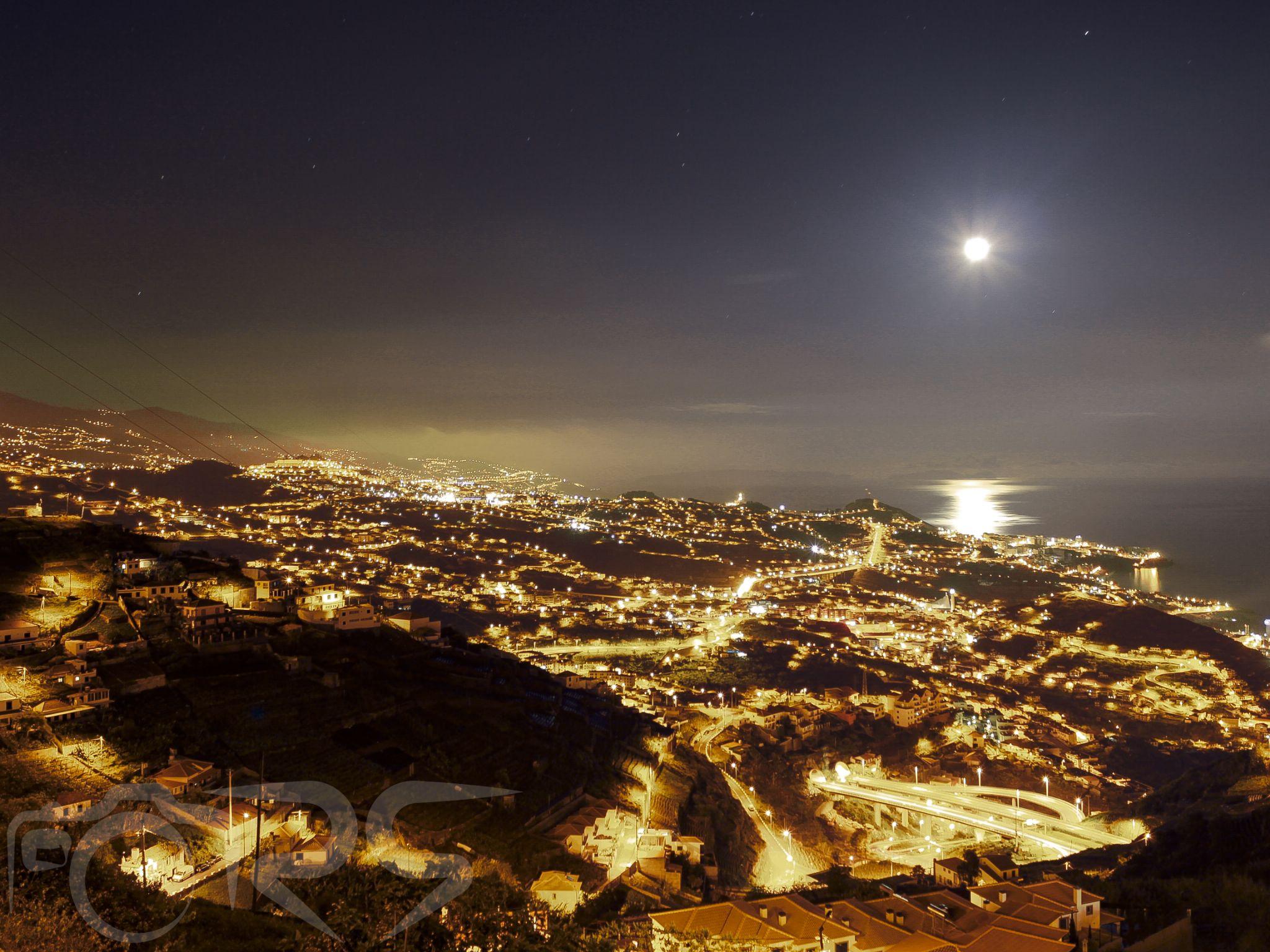 Moonlight in Câmara de Lobos by Ricardo Silva