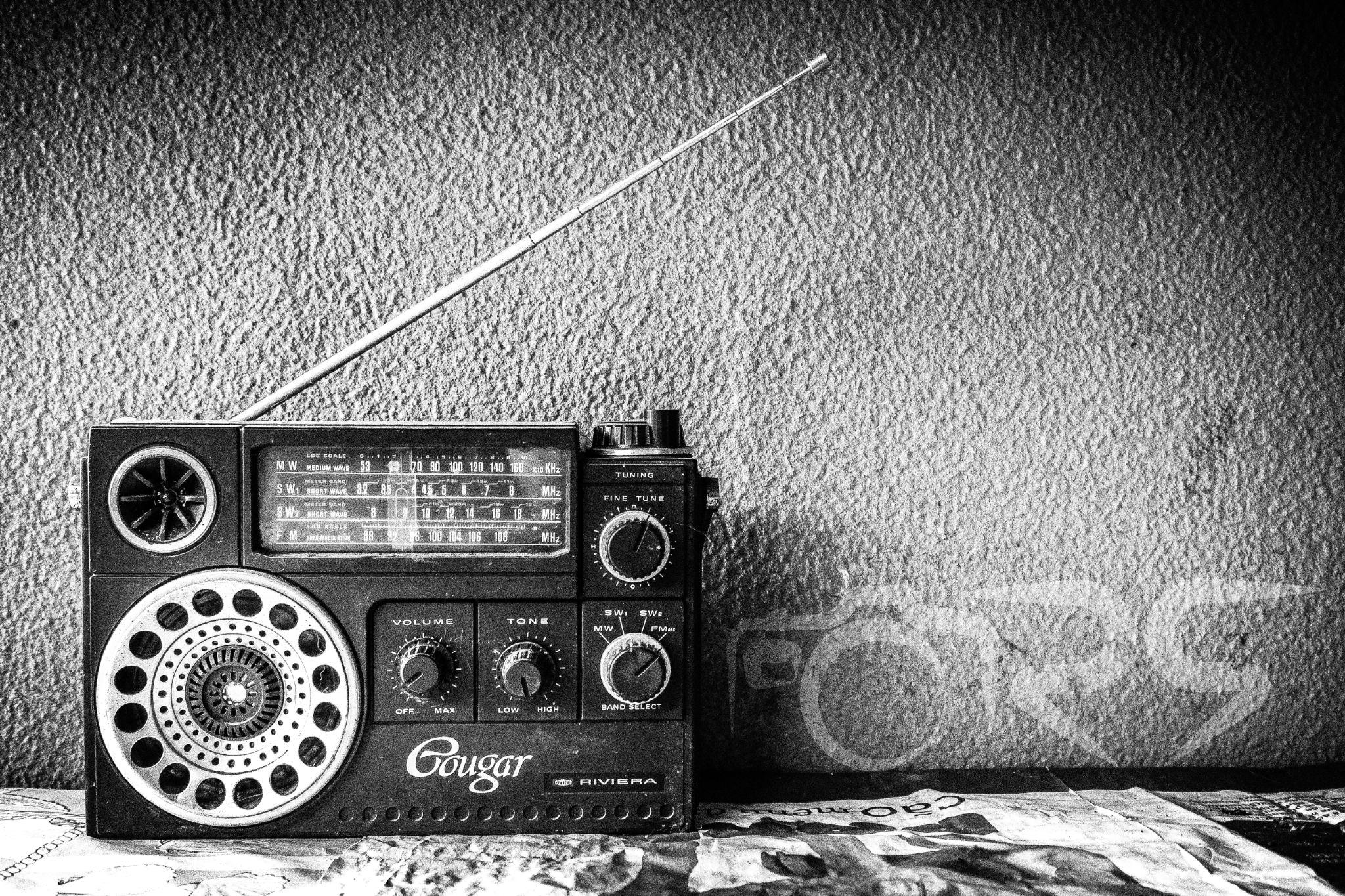 Grainy Radio by Ricardo Silva
