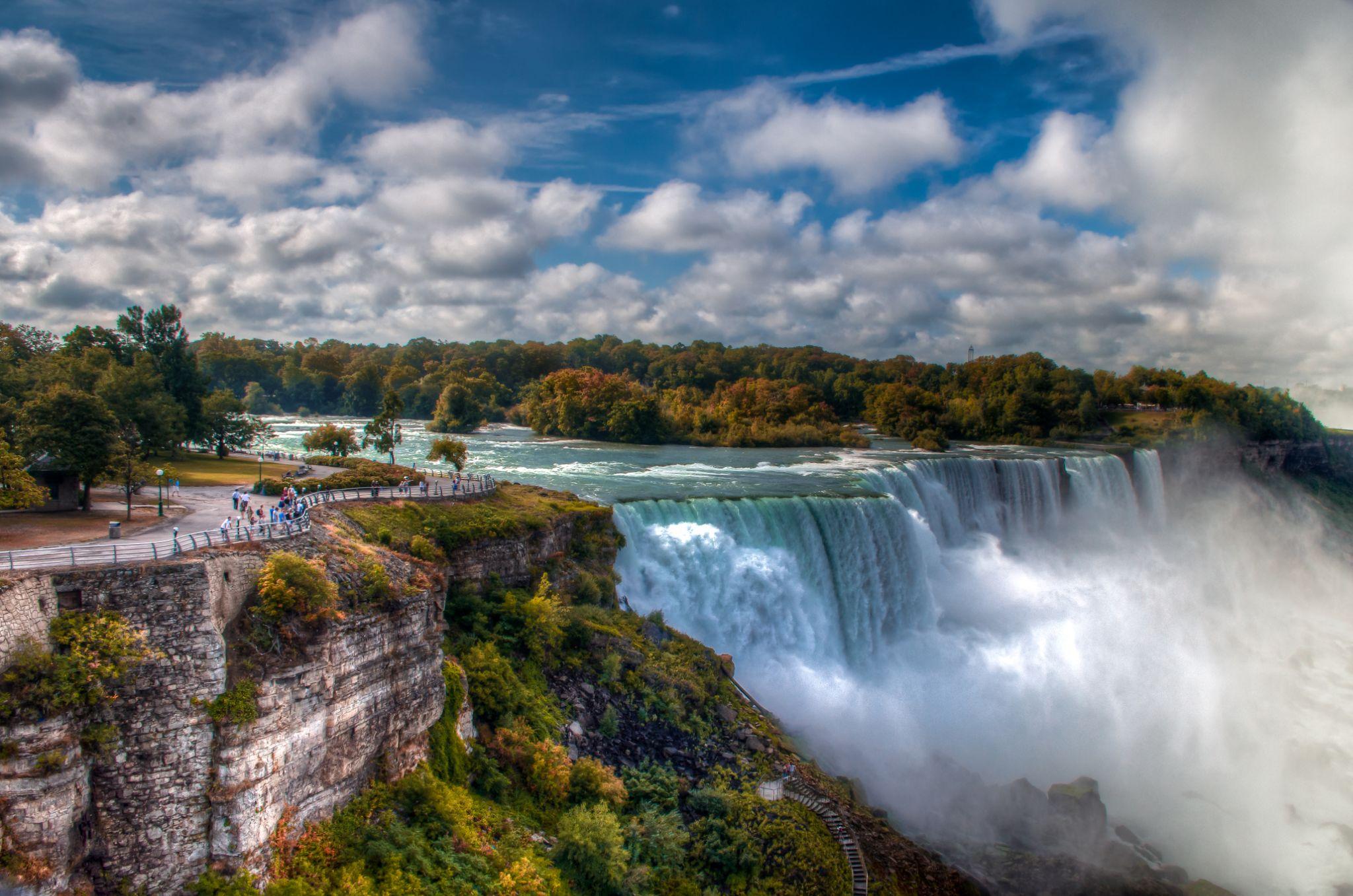 Niagara by Victor Martin