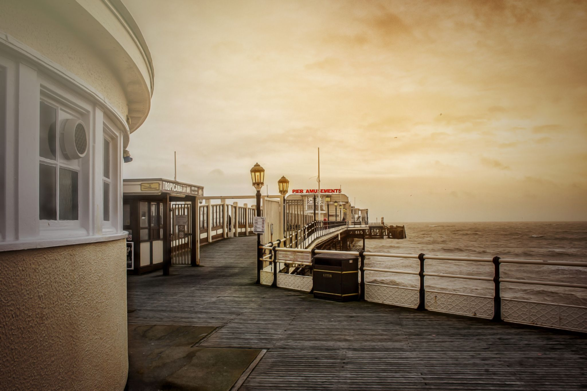 Worthing Pier by tonyrabina