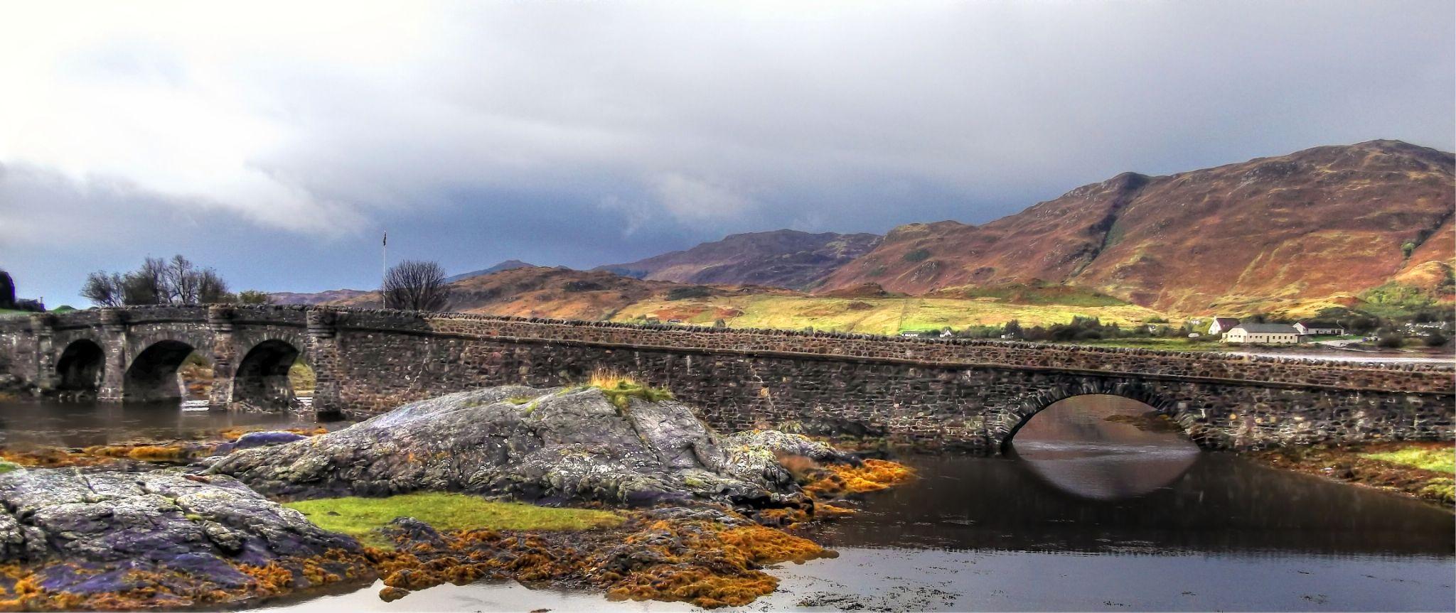 Eilean Donan Castle Bridge by Ricardo Santos
