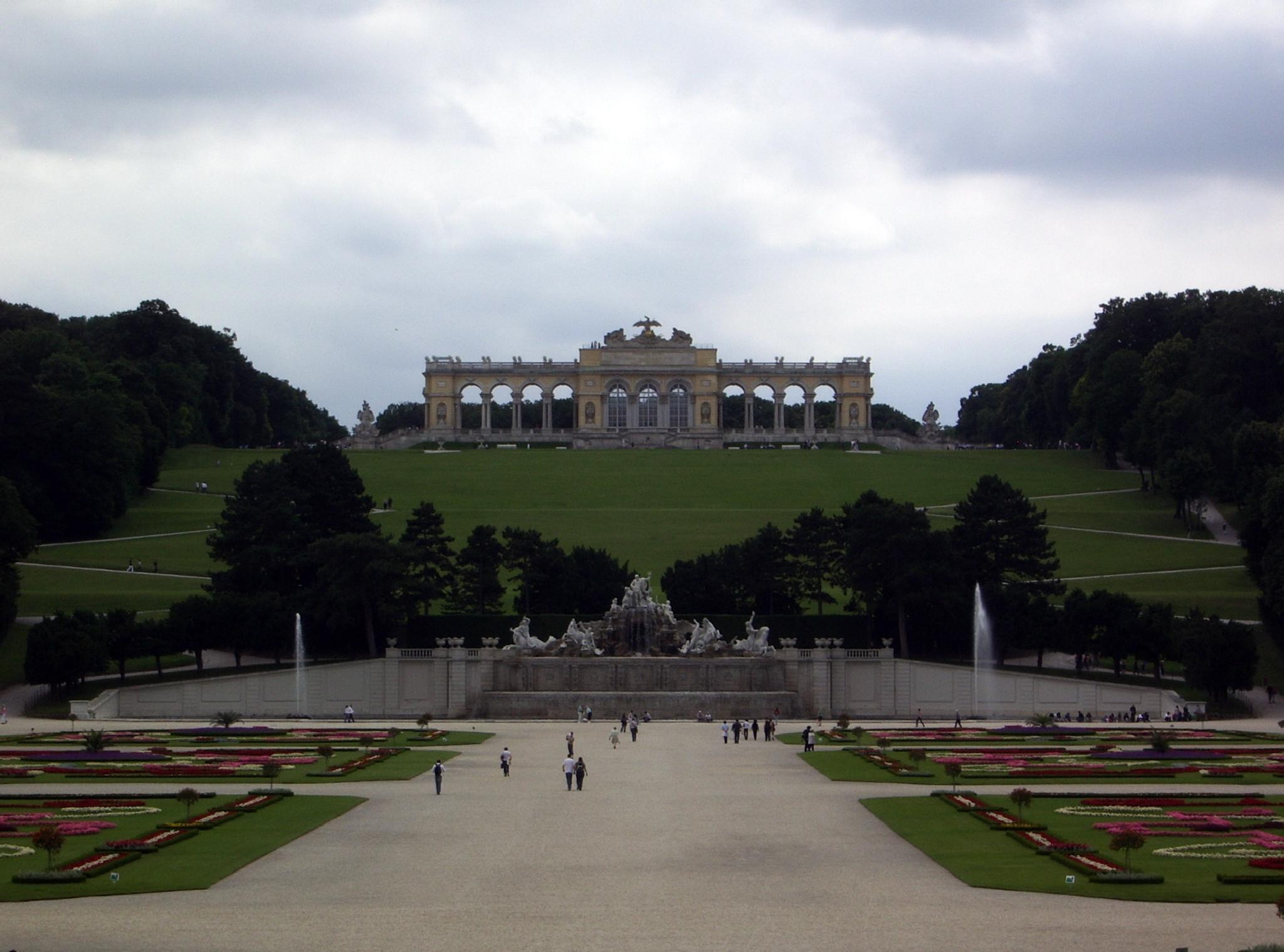 schönbrunn Wienna by ZdravkoRadovnikovic