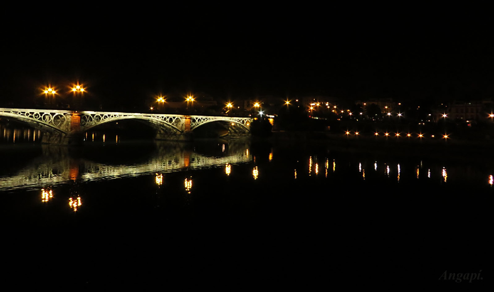 Sevilla la nuit. by Angapi