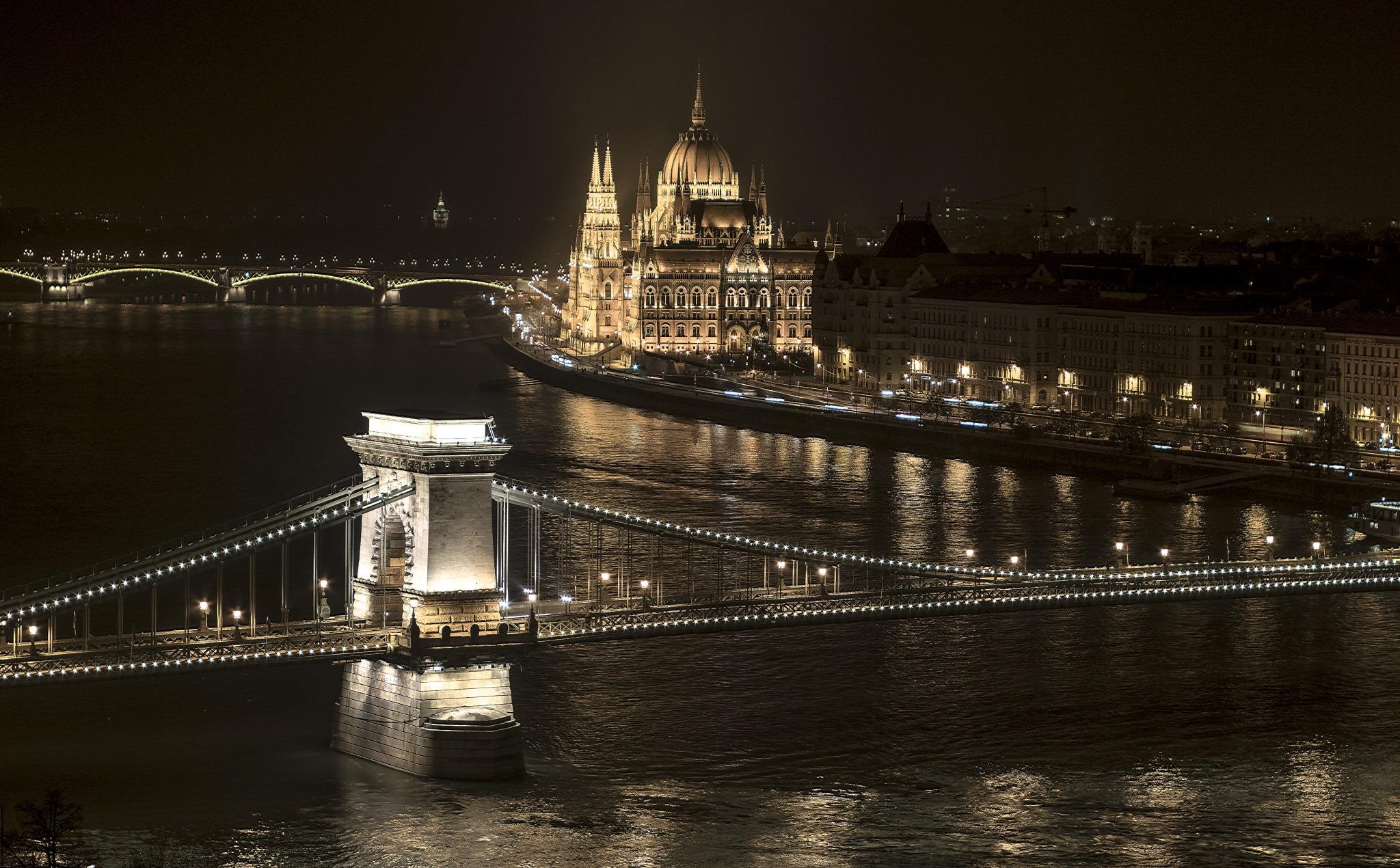 Budapest @night by Sevoir