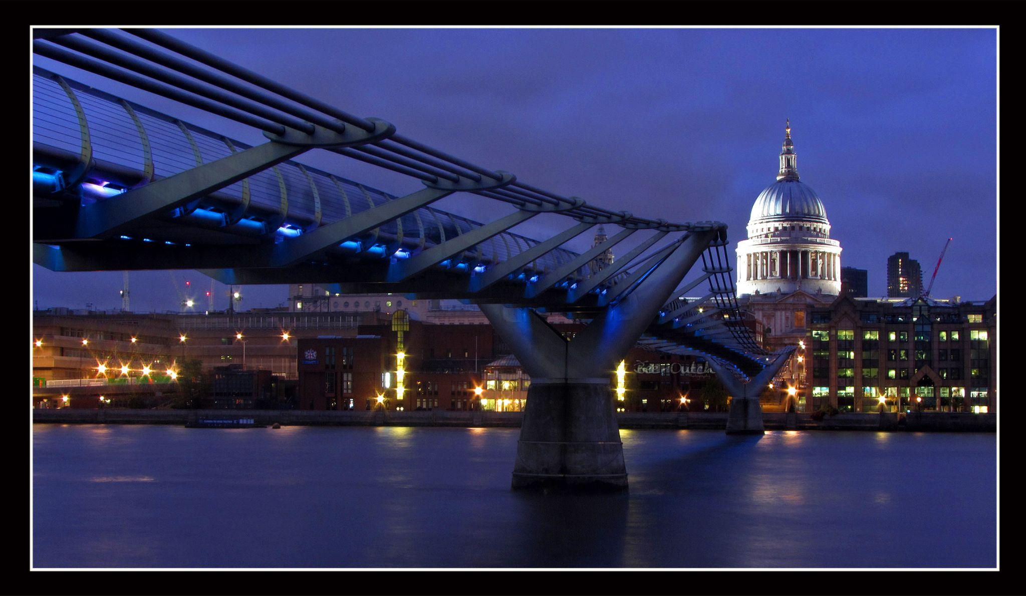 St.Paul's & Millennium Bridge by telmafflopes