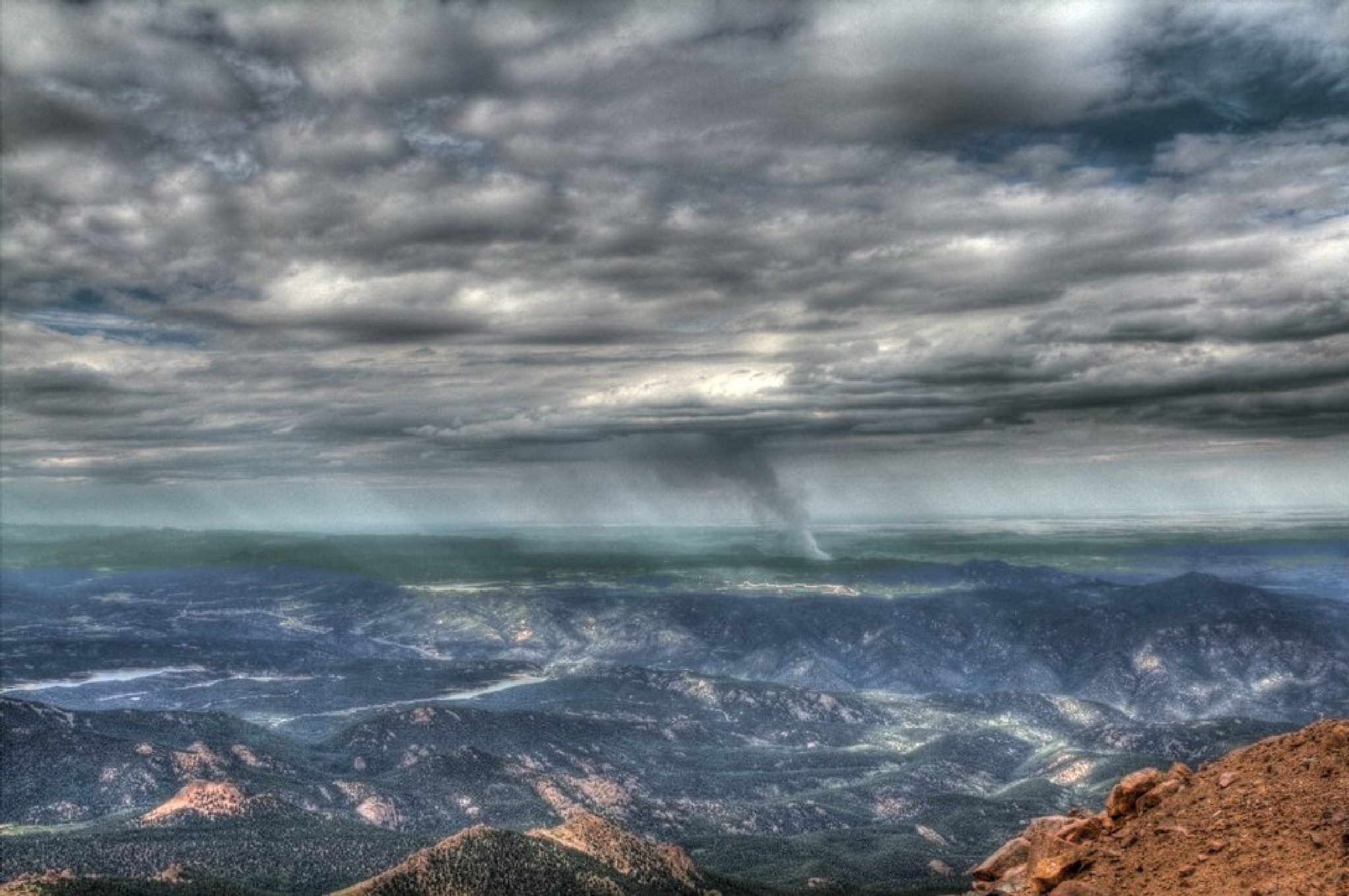 Fire in the distance @ Pikes Peak by tdurard