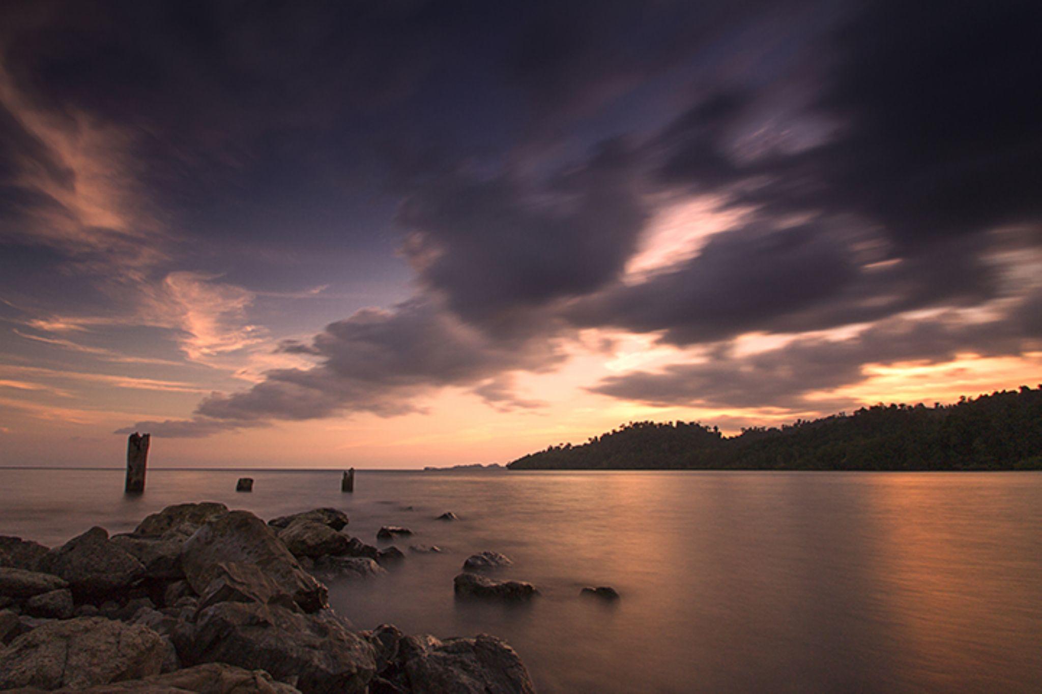 Wabur Bay by Hadjipohang