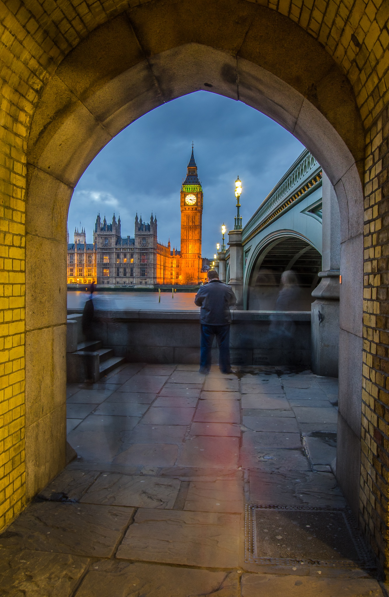 Big ben in the arc  by Tavo