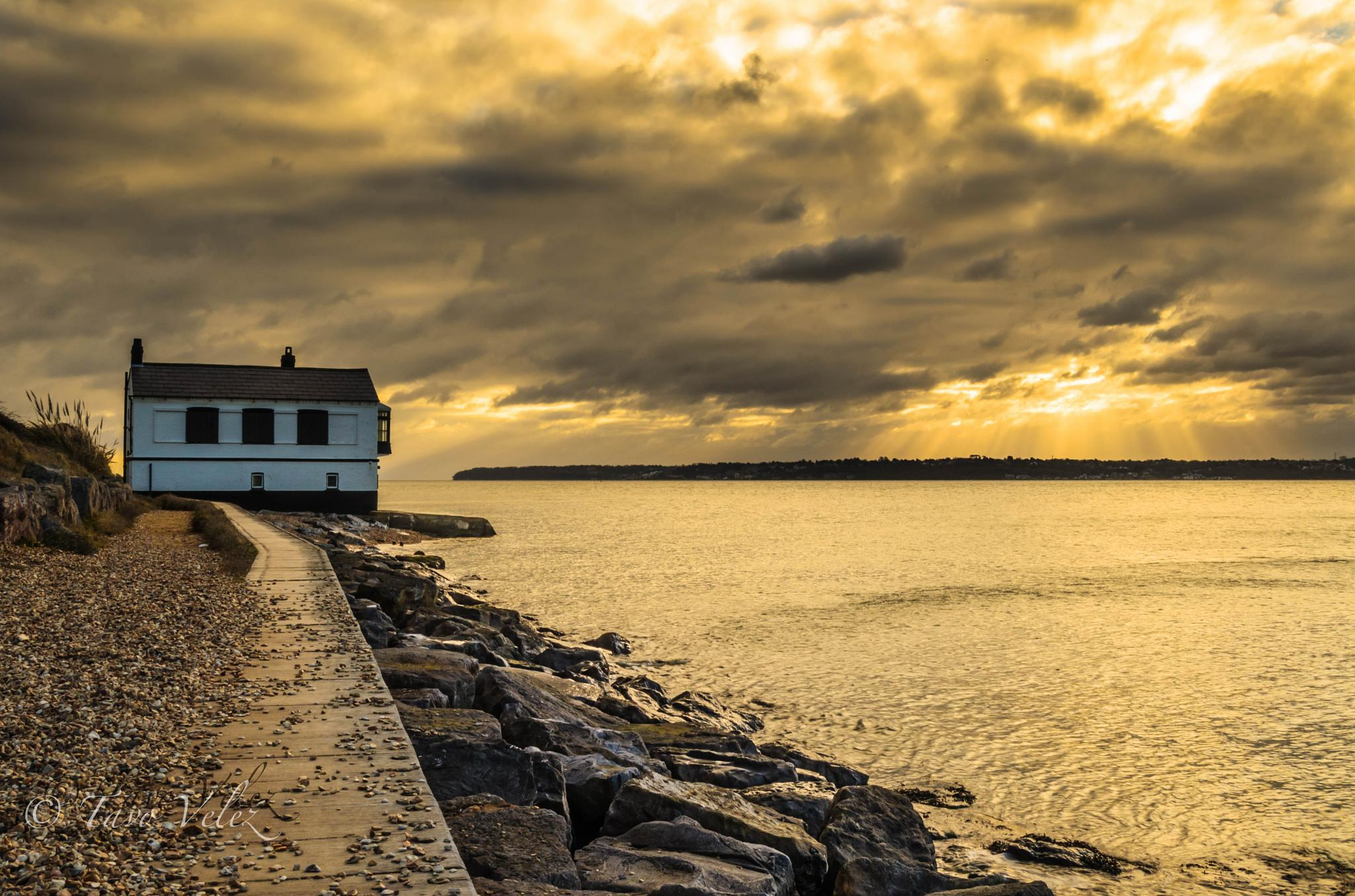 sunrise over the beach house lepe by Tavo