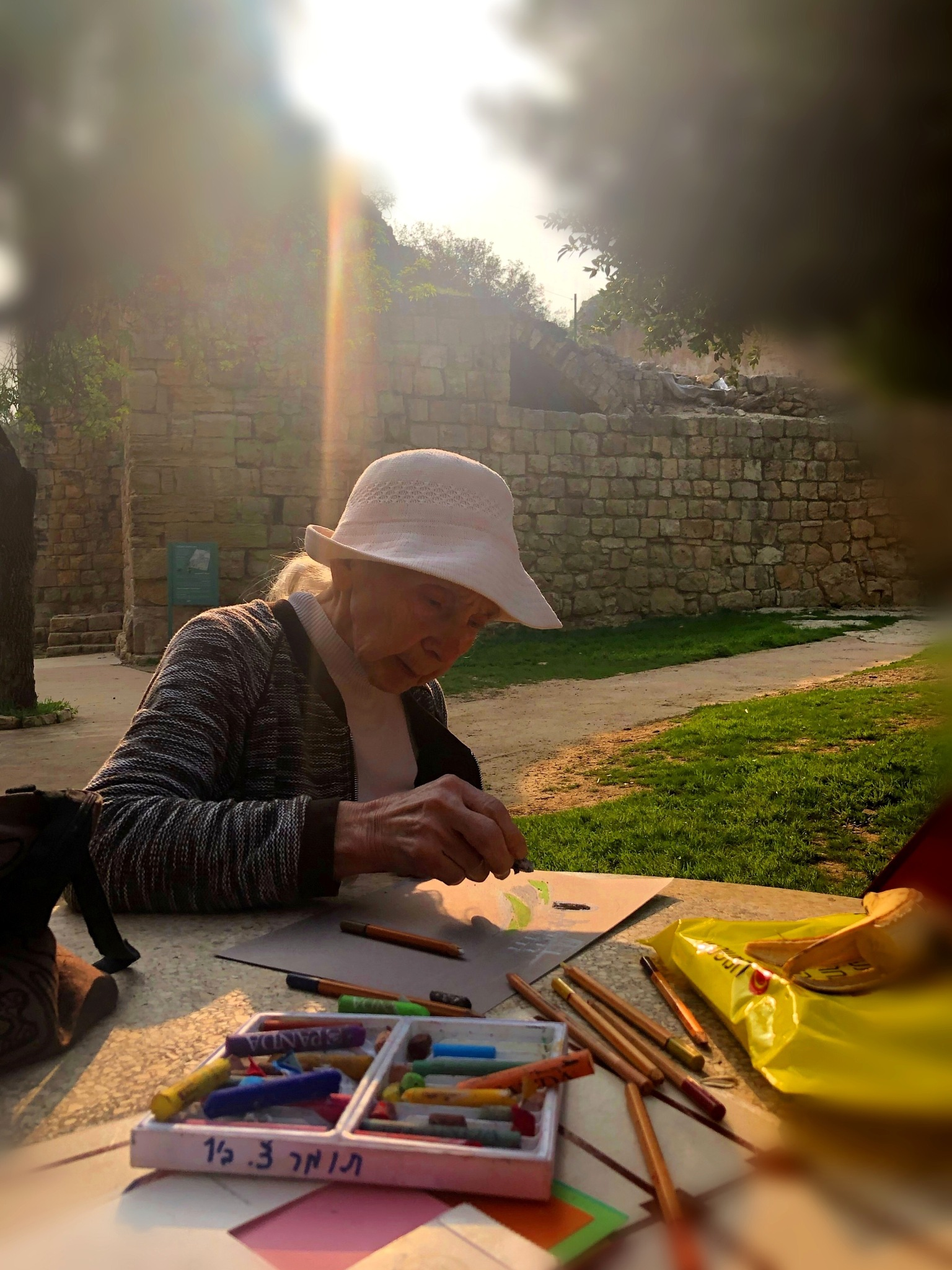 Mom drawing nature by Annich