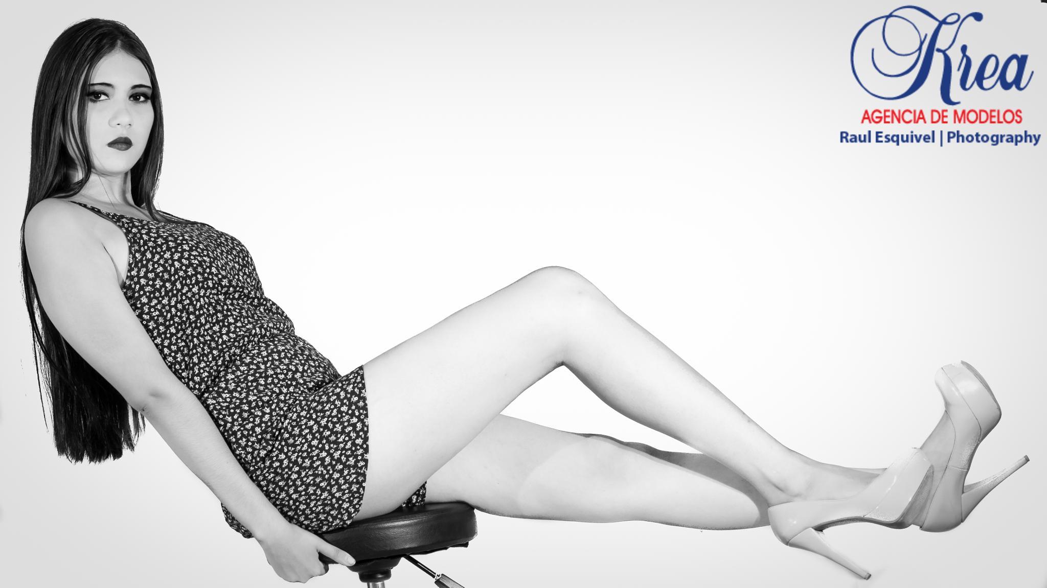 Alondra Briceño by Raul Esquivel Photography