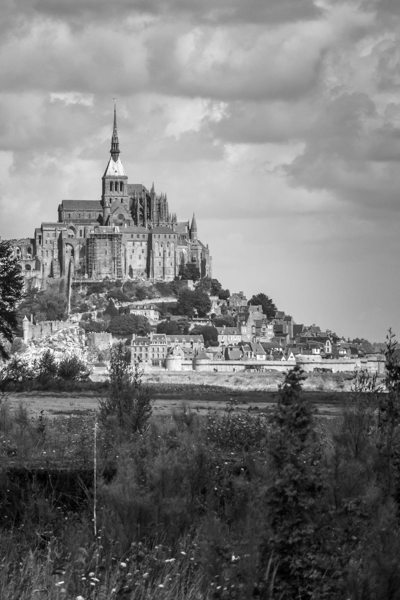 Le Mont Saint Michel by Laurent Adien