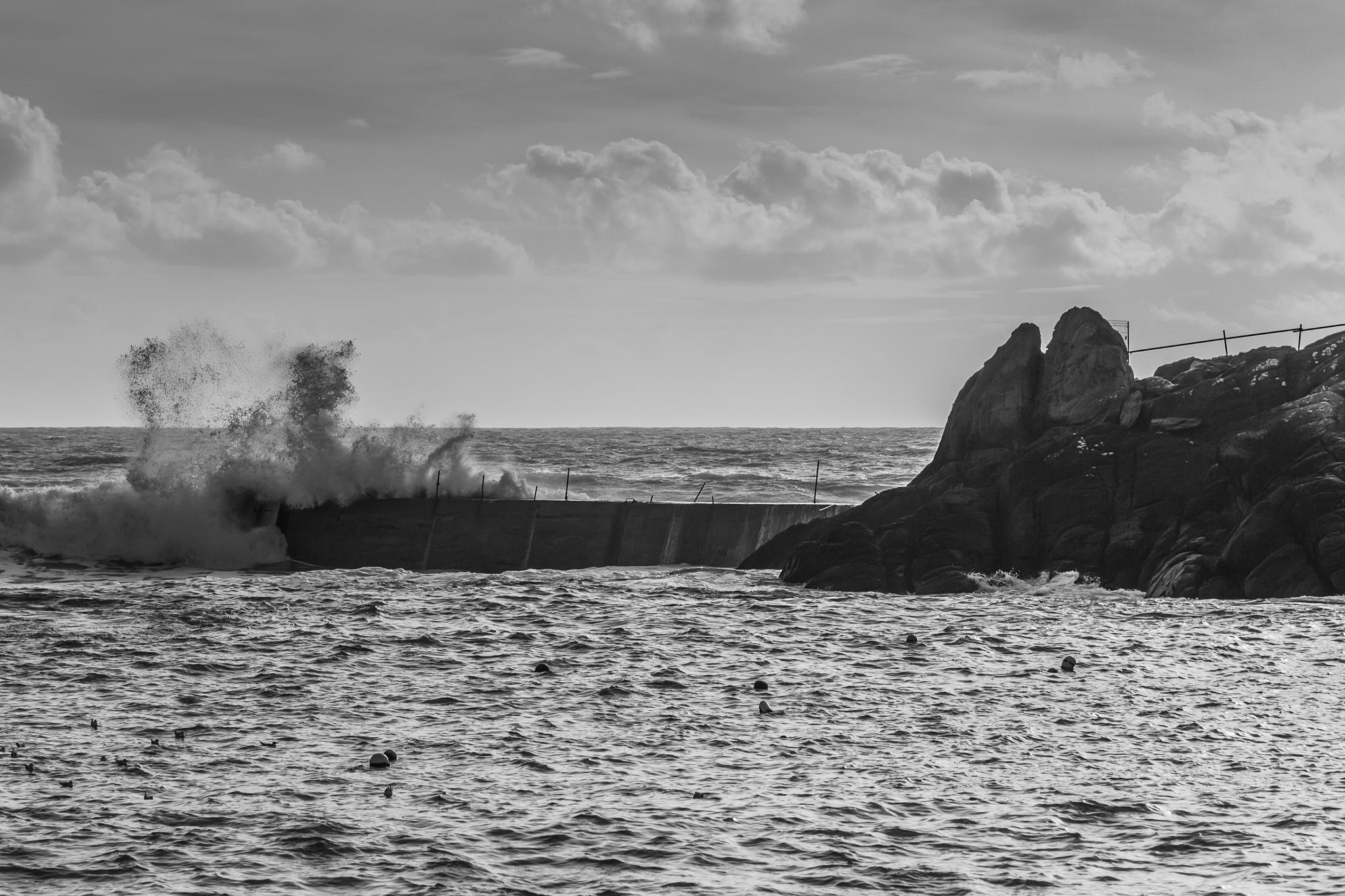 Breaking wave by Laurent Adien