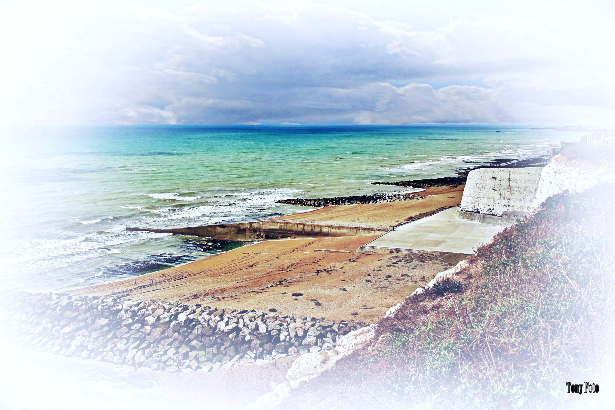 Coastal scene by TonyFotos