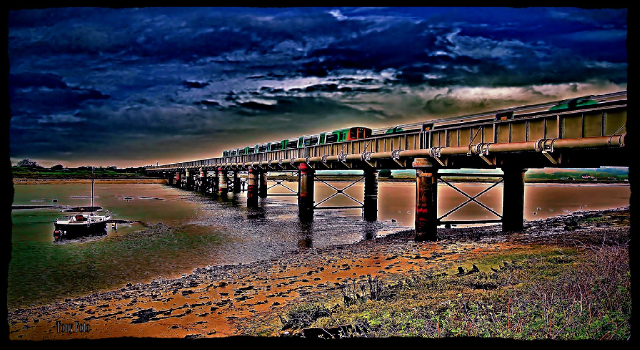 Colorful crossing by TonyFotos