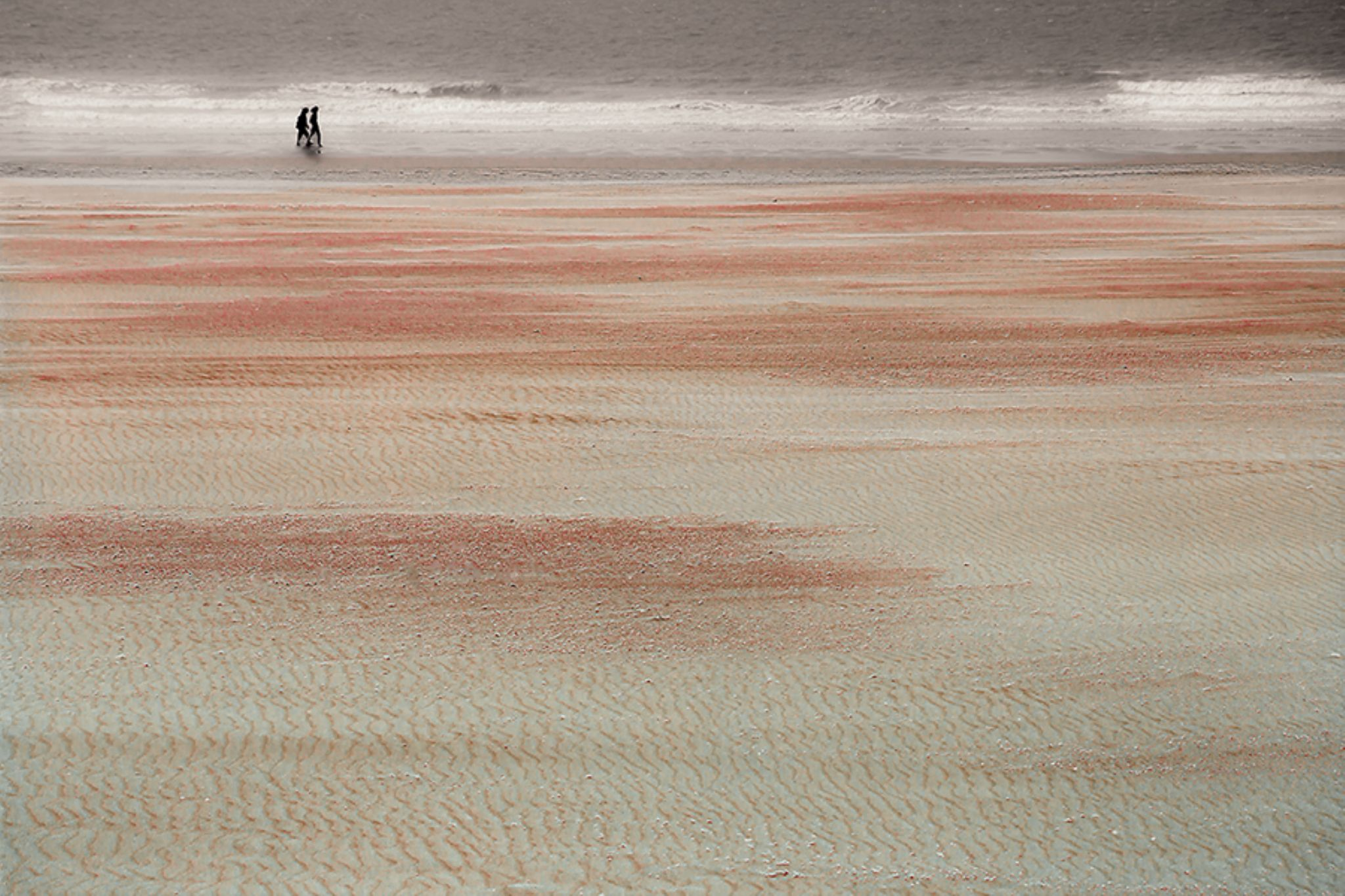 beach walking by gilclaes