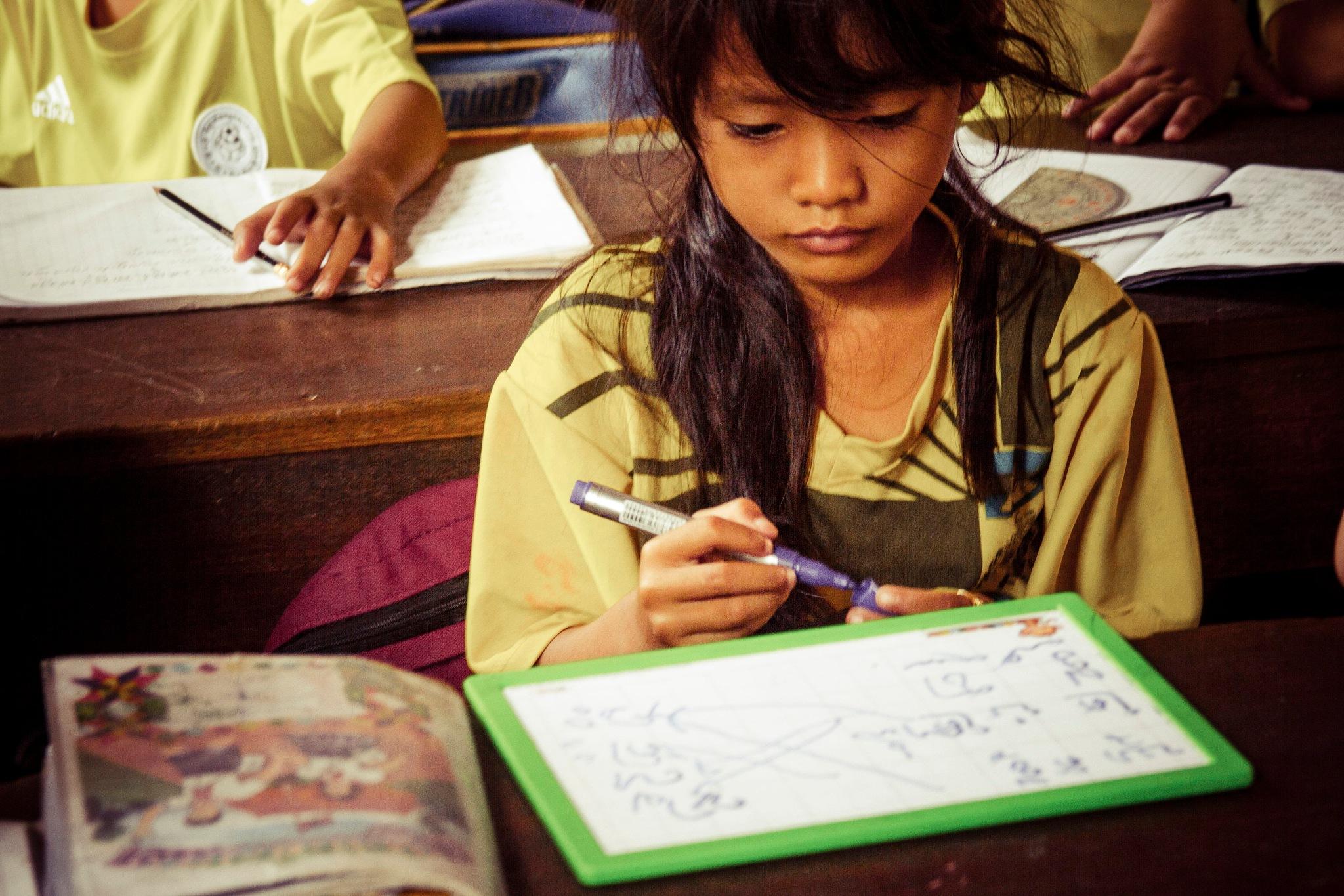 カンボジアの肖像2D by wwfax photography