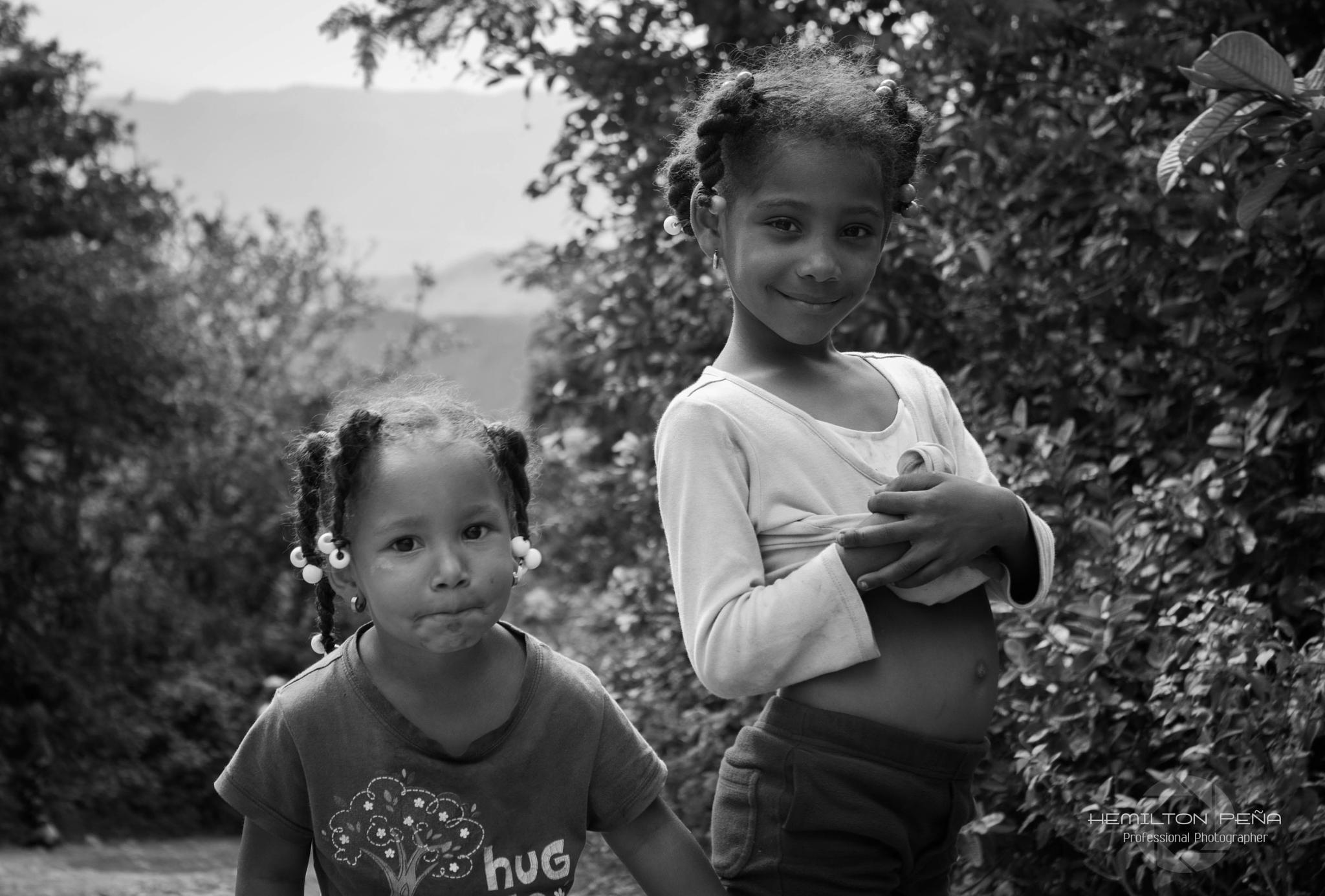 Girls by Hemilton Peña