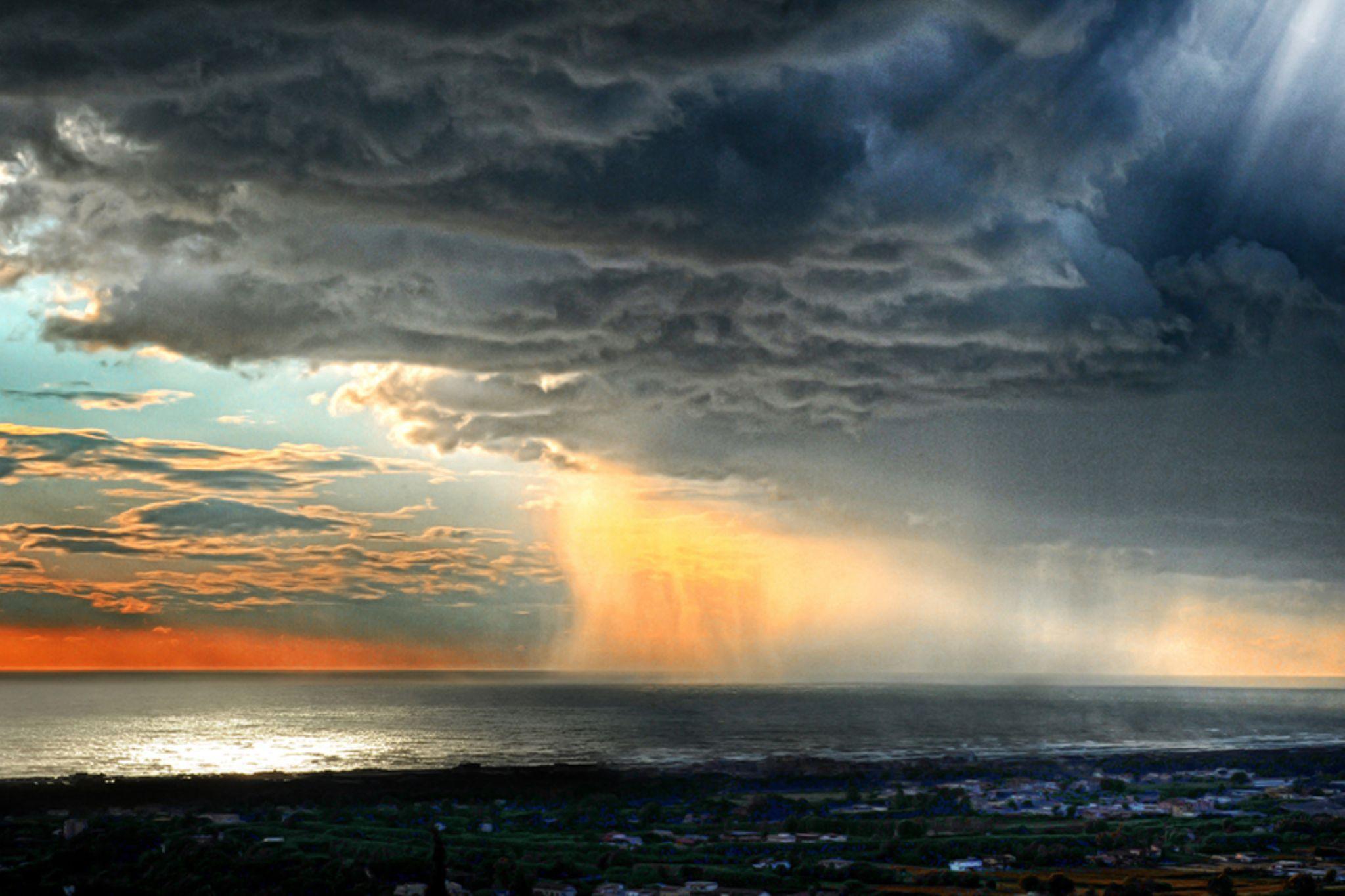 Il tramonto è la pioggia by Ascione Rosario