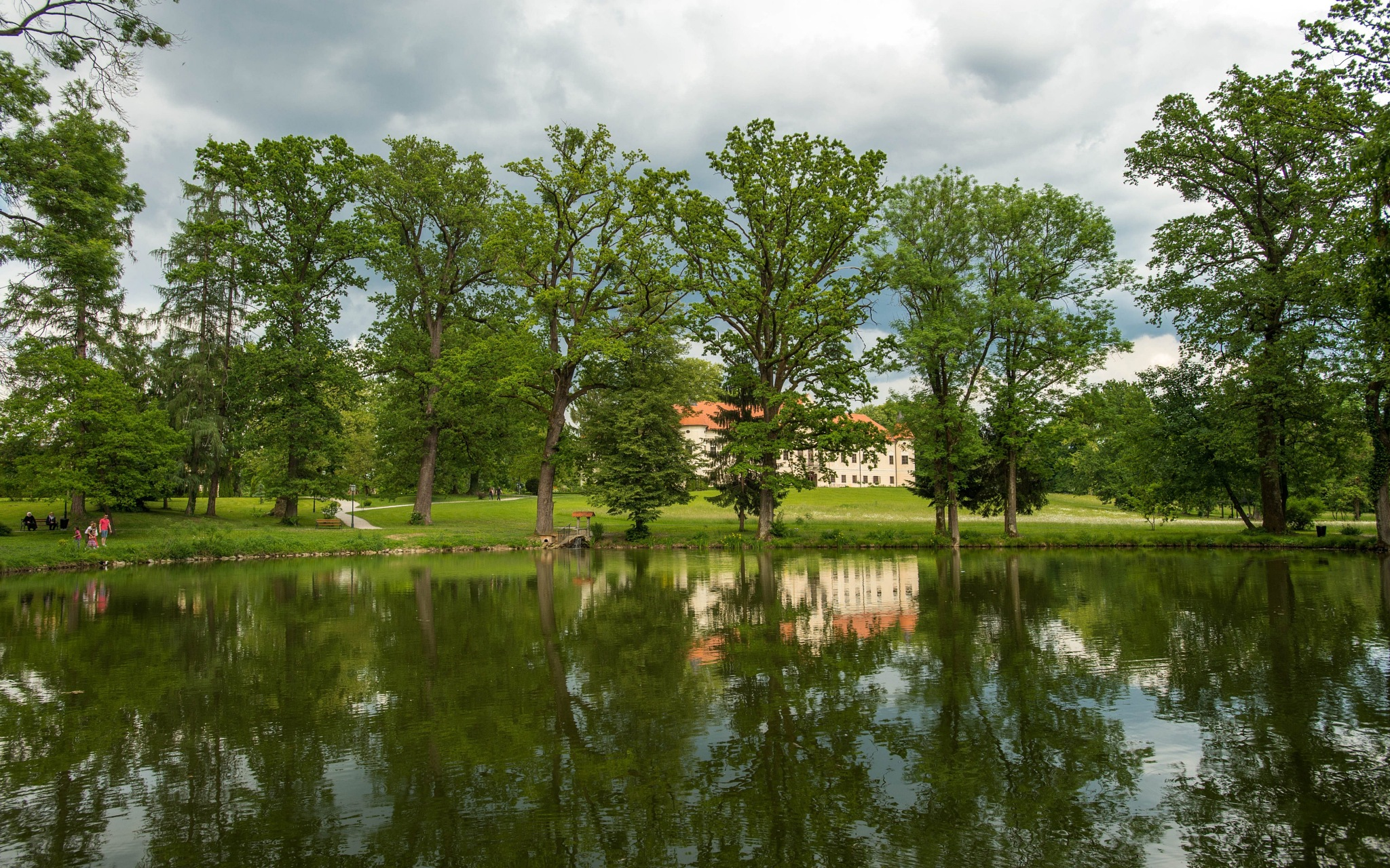 lake & castle Lužnica by Vlado Ferencic