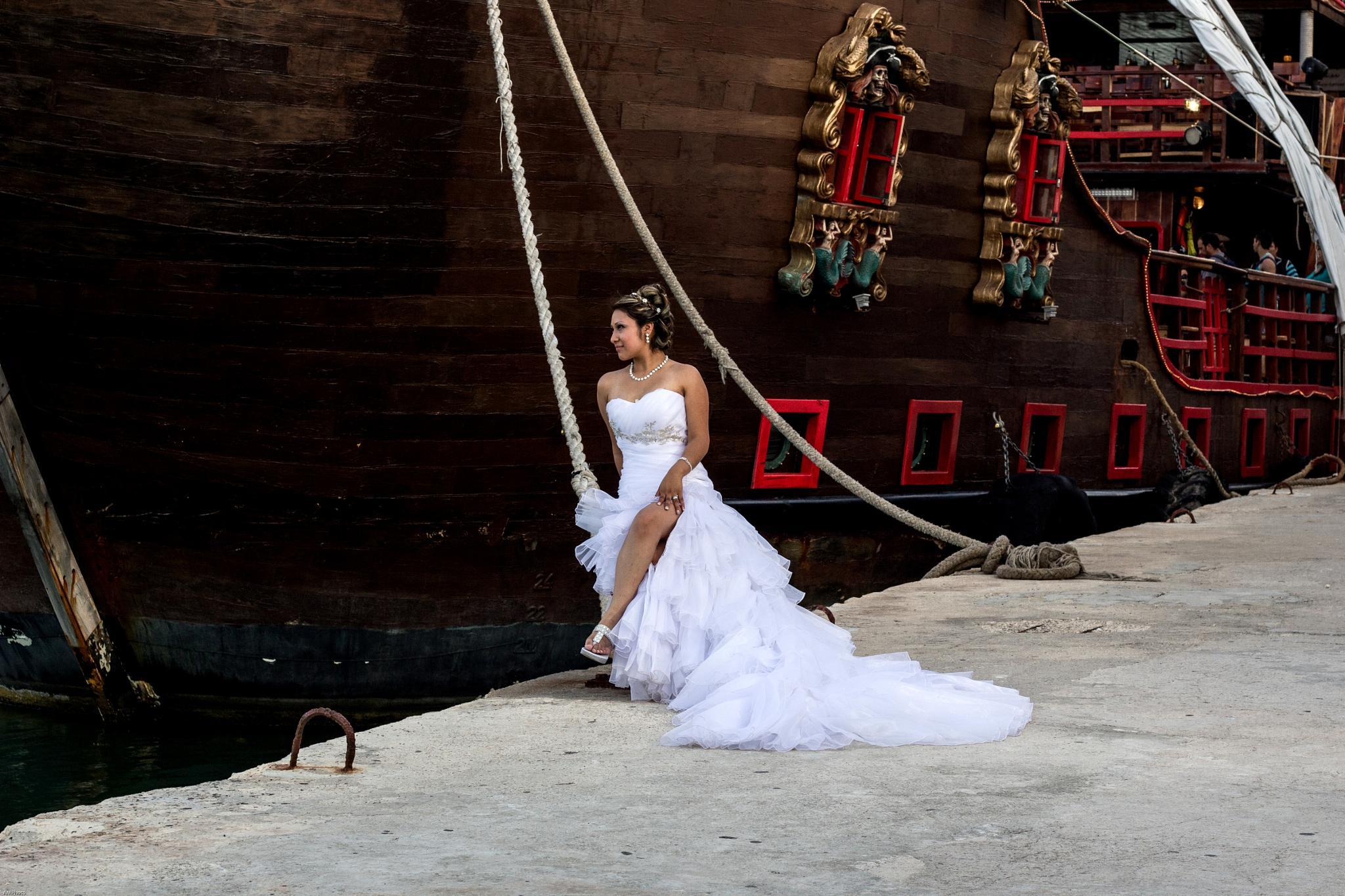 Pirat Boat Bride in Cancún by AlexMelendezPhoto