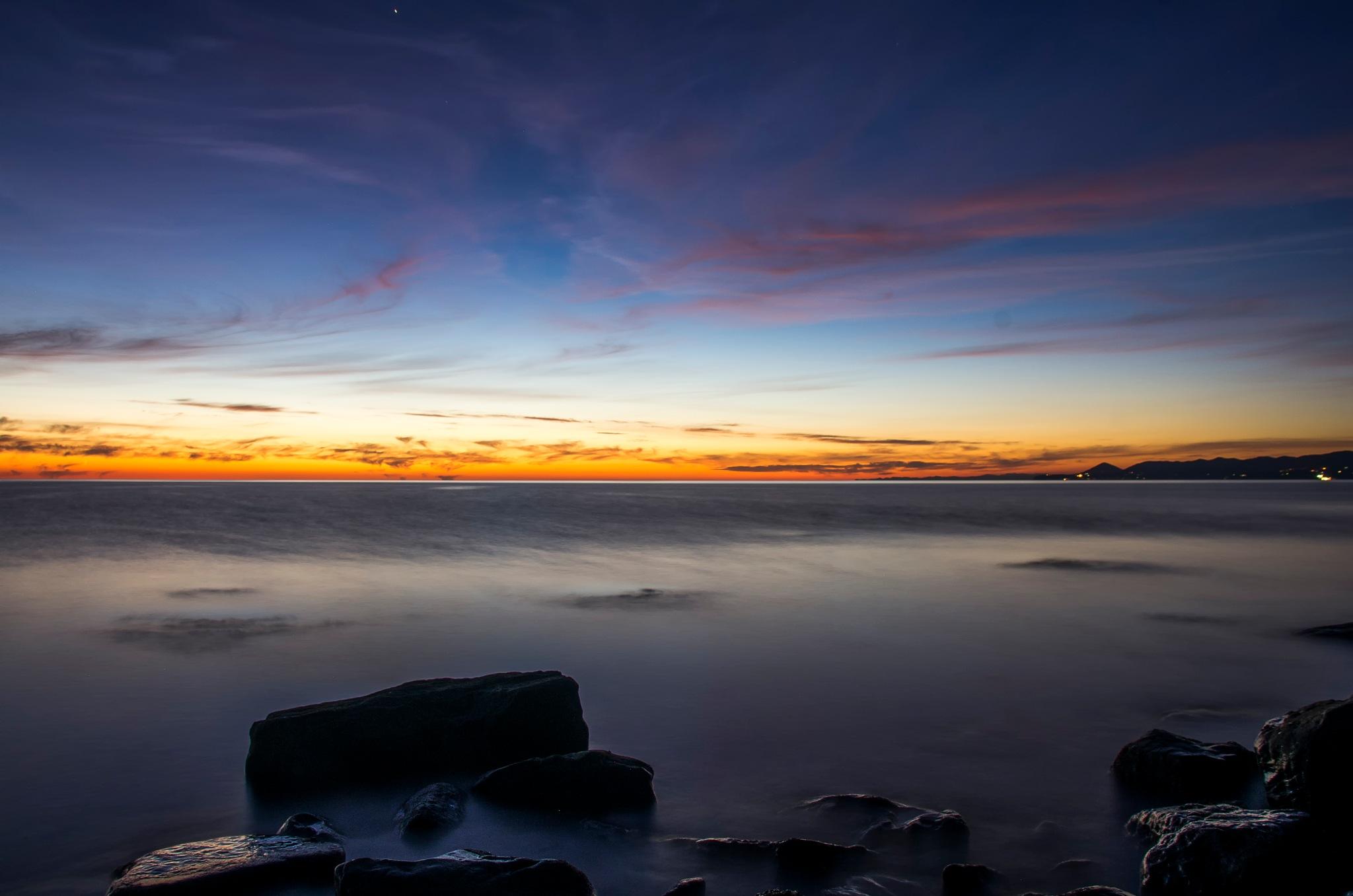 Sea sunset by Roman Prikhodko