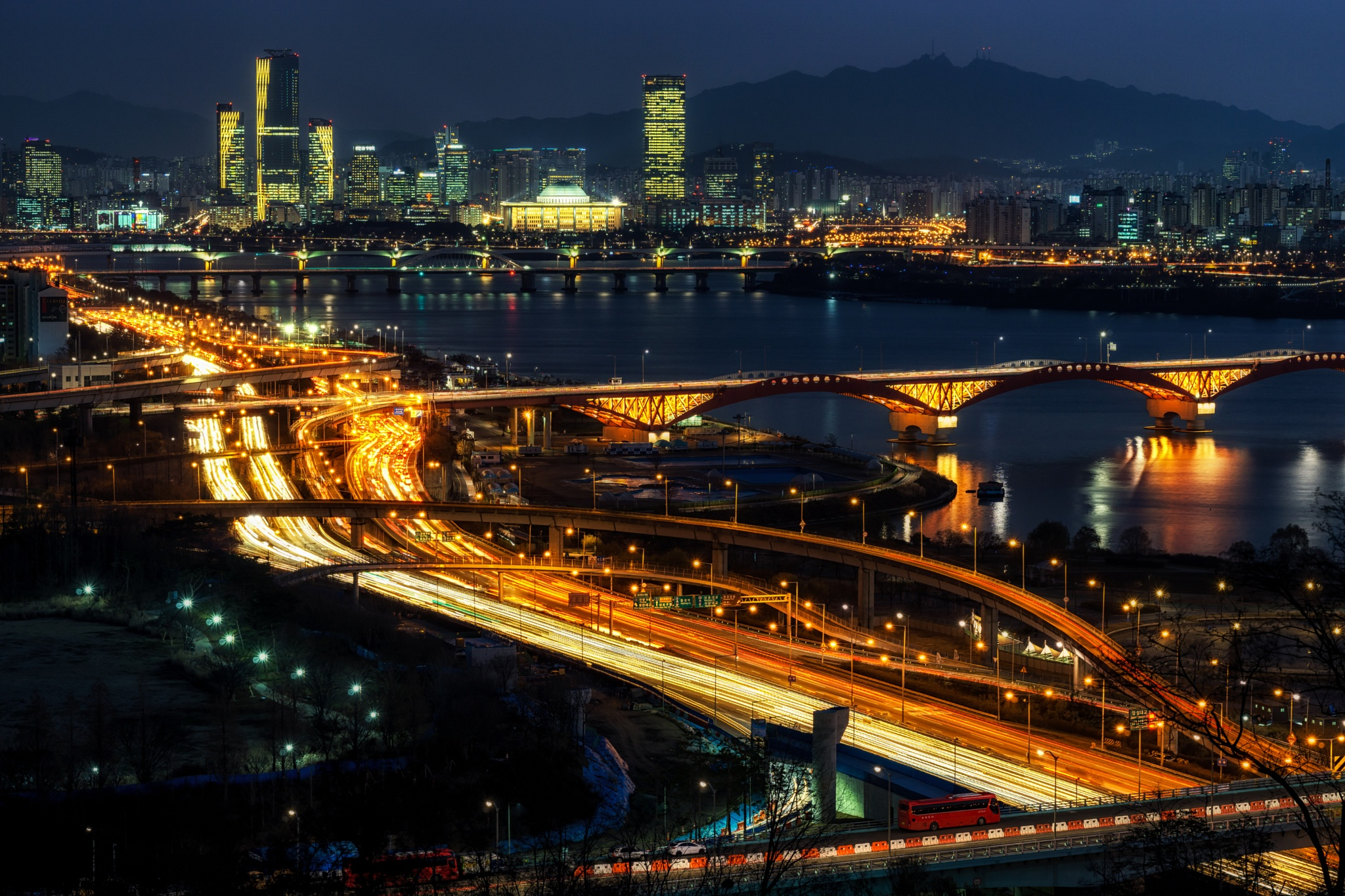 Rush hour traffic over Seoul by Aaron Choi