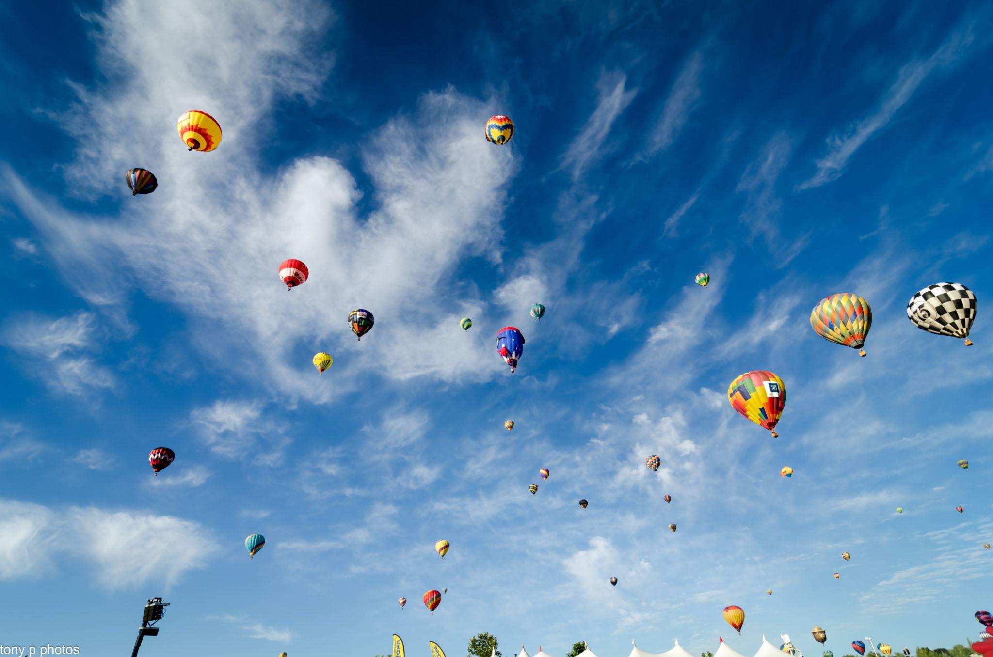 Skyfull of Balloons by klarkaston