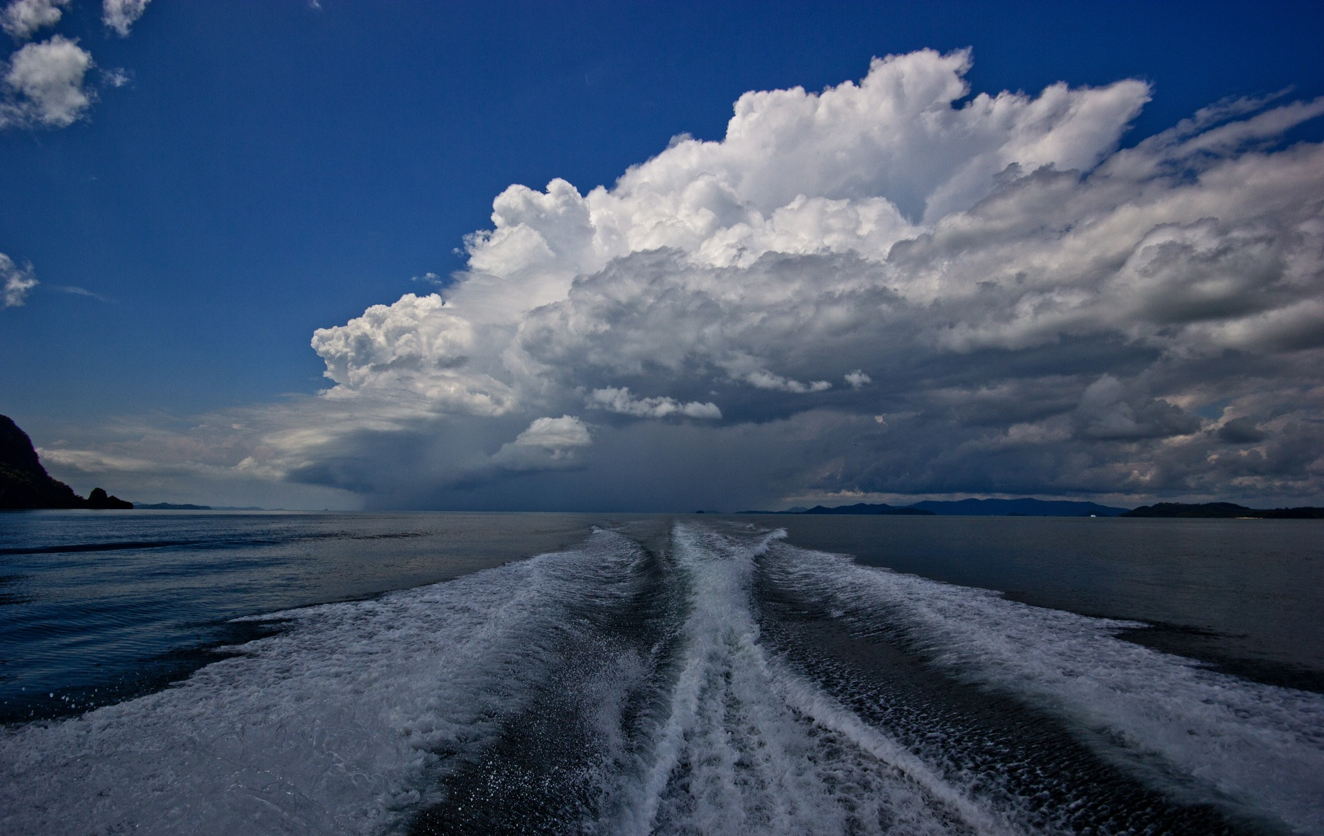 Storm Horizon by Mark Vivian