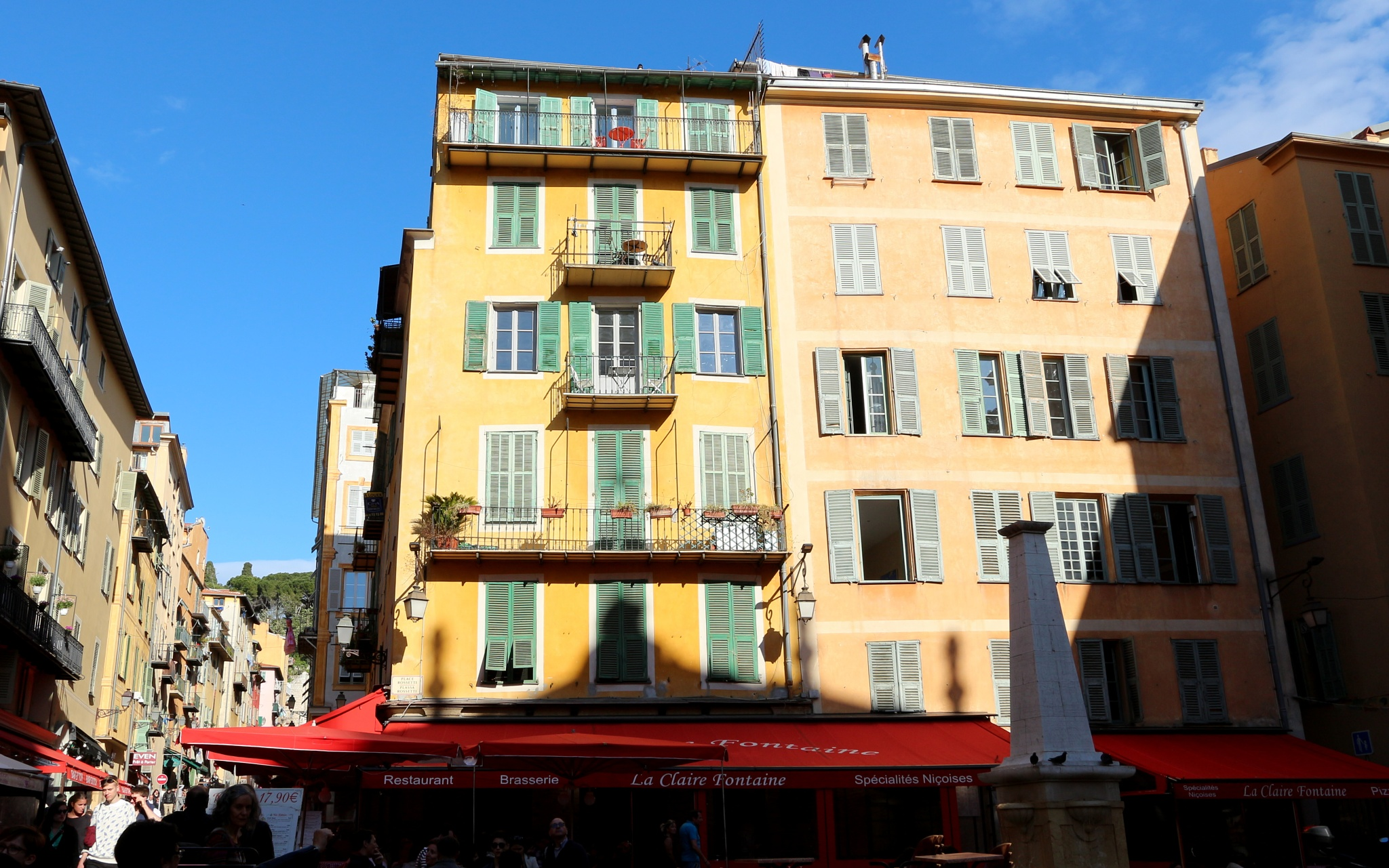 Place Rosseti, vieux Nice. by katze