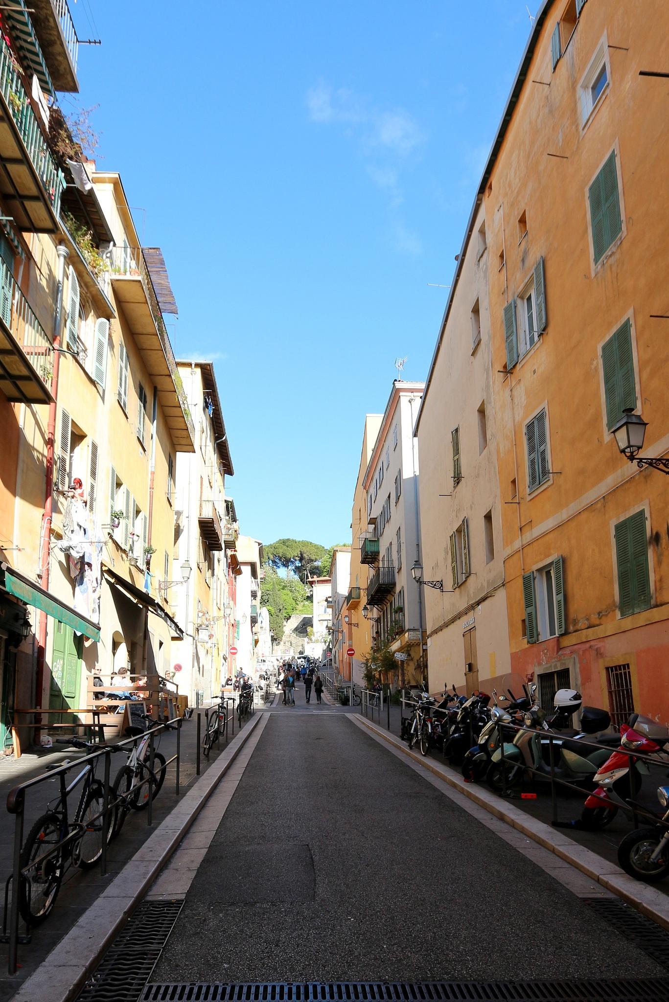 rue Rosseti, vieux Nice. by katze