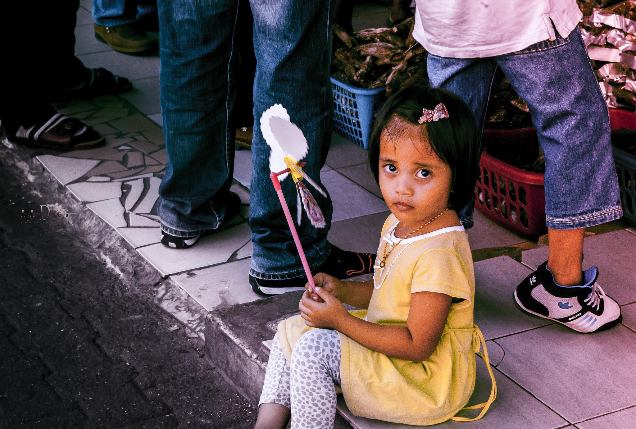 la petite fille du marché ( Sandakan ) 2015 by Didier Guilleux ( Studio Reflex Urbain  ) hdgphotographia.com