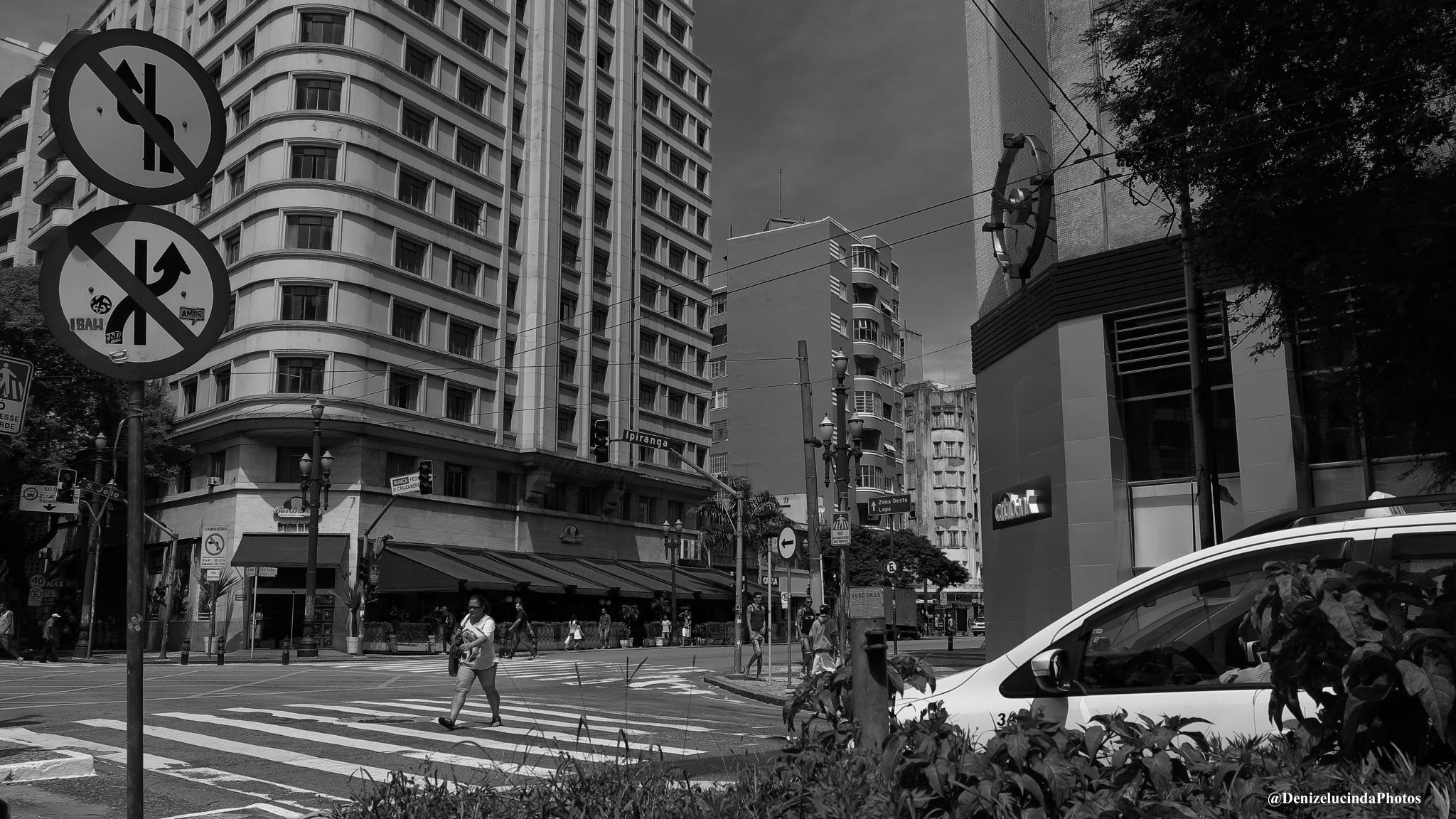 Alguma coisa acontece no meu coração Que só quando cruza a Ipiranga e a avenida São João É que quand by denizelucinda