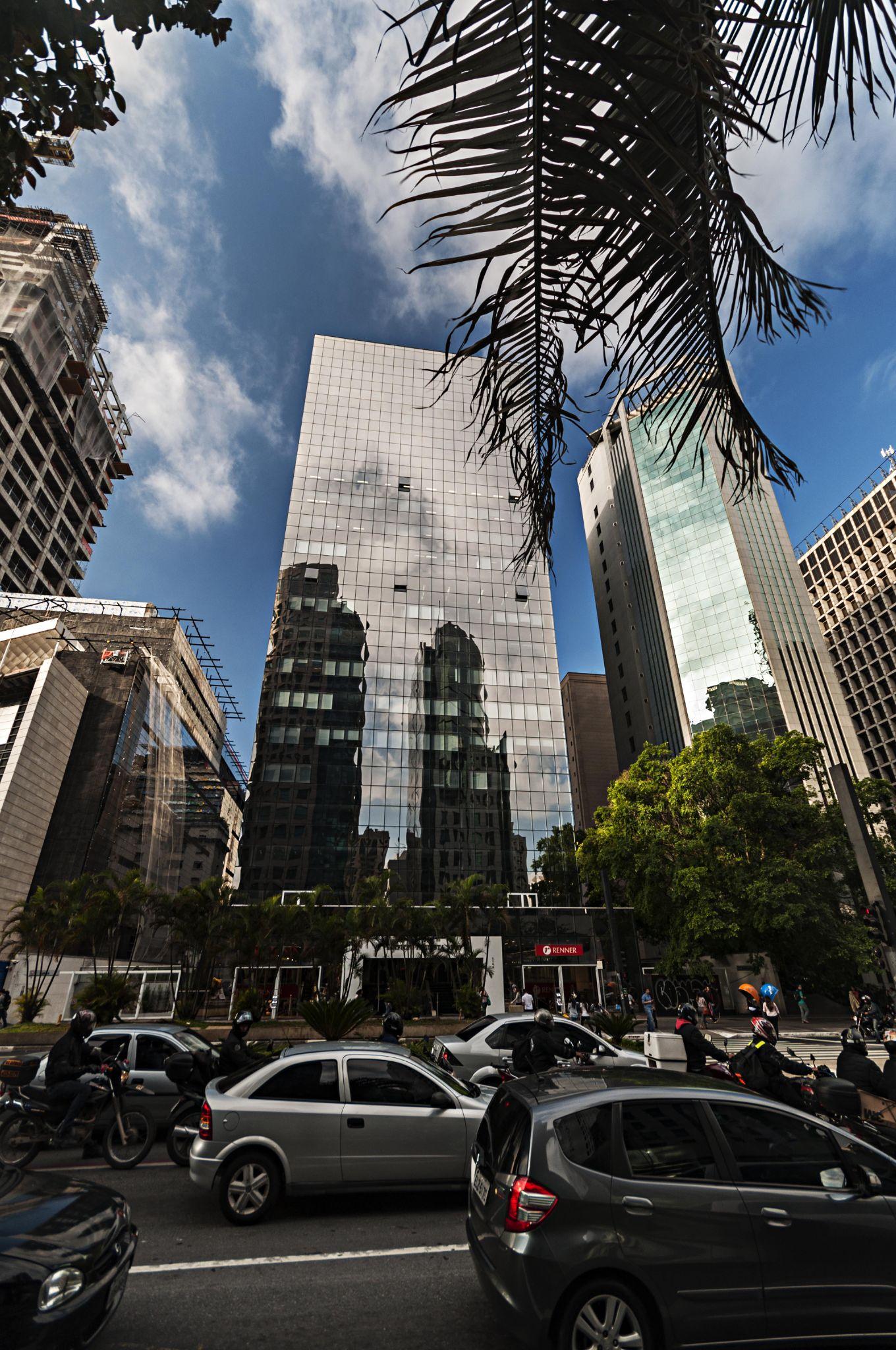 Paulista Avenue by luizhpadovan