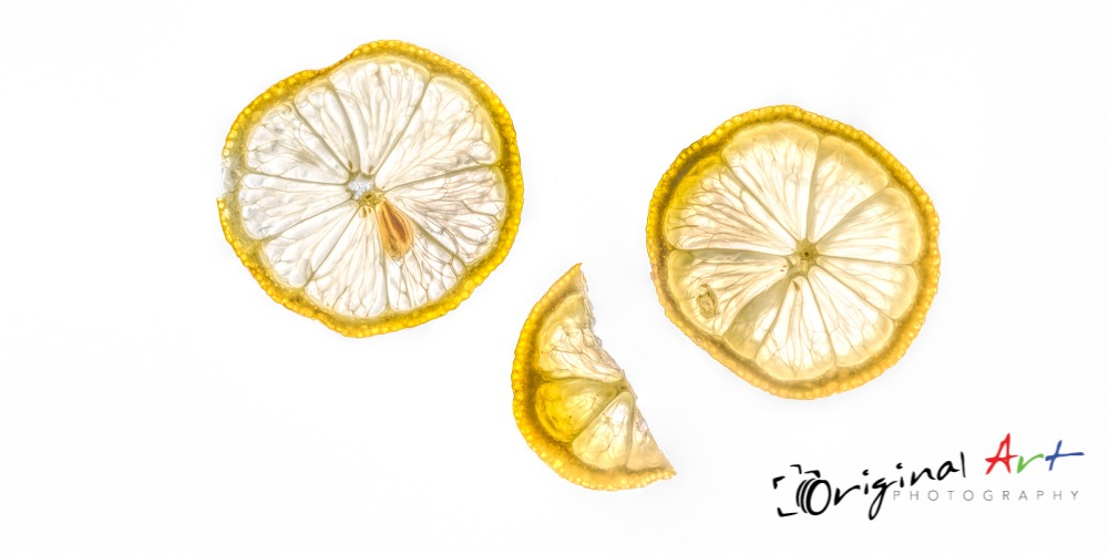 Slices of lemon by JoeLenton