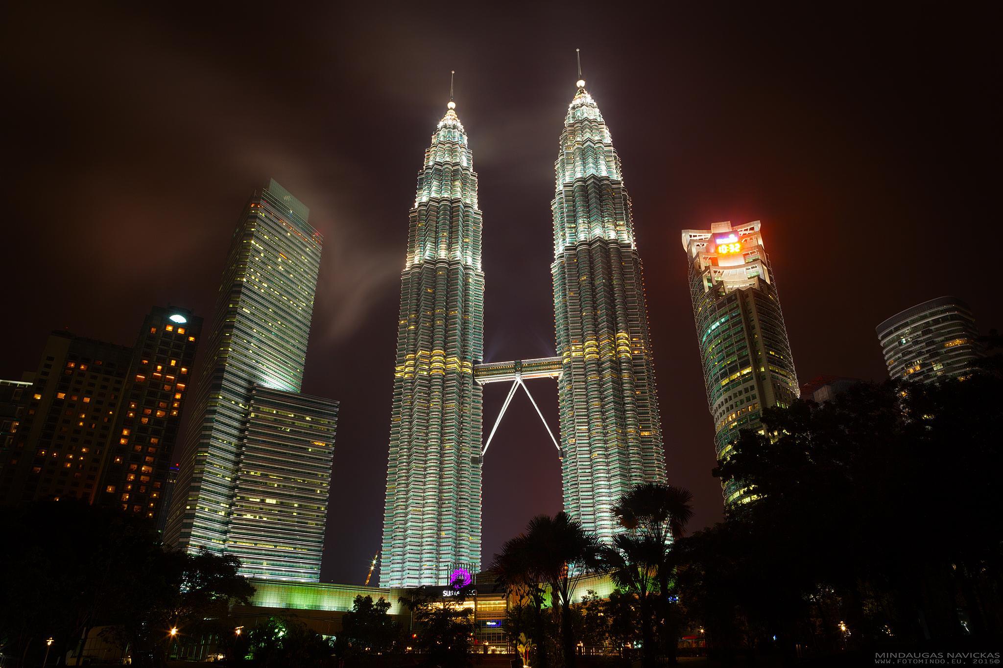 Petrona towers by mindelioo