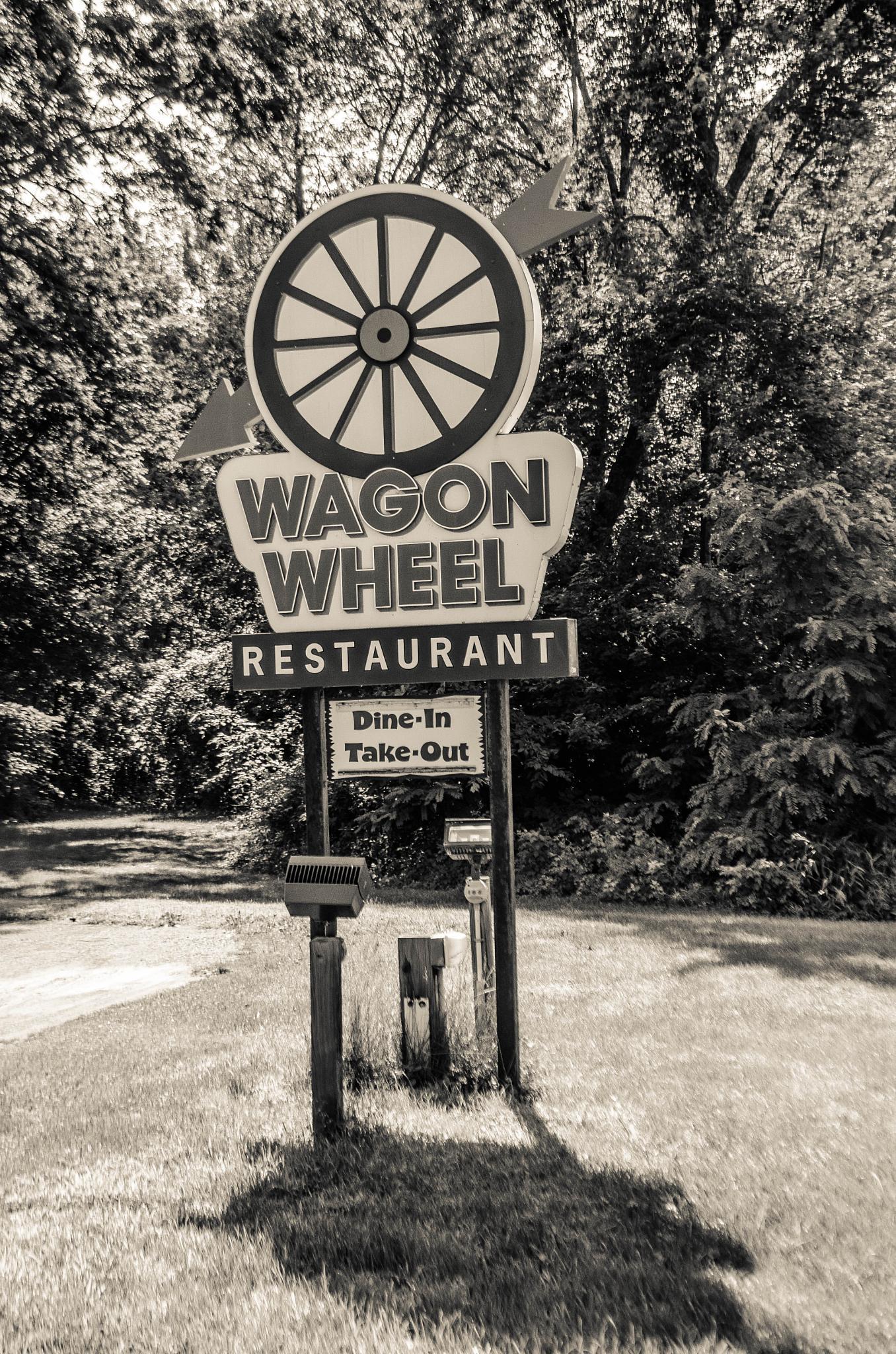 Wagon Wheel Restaurant by davidpinter