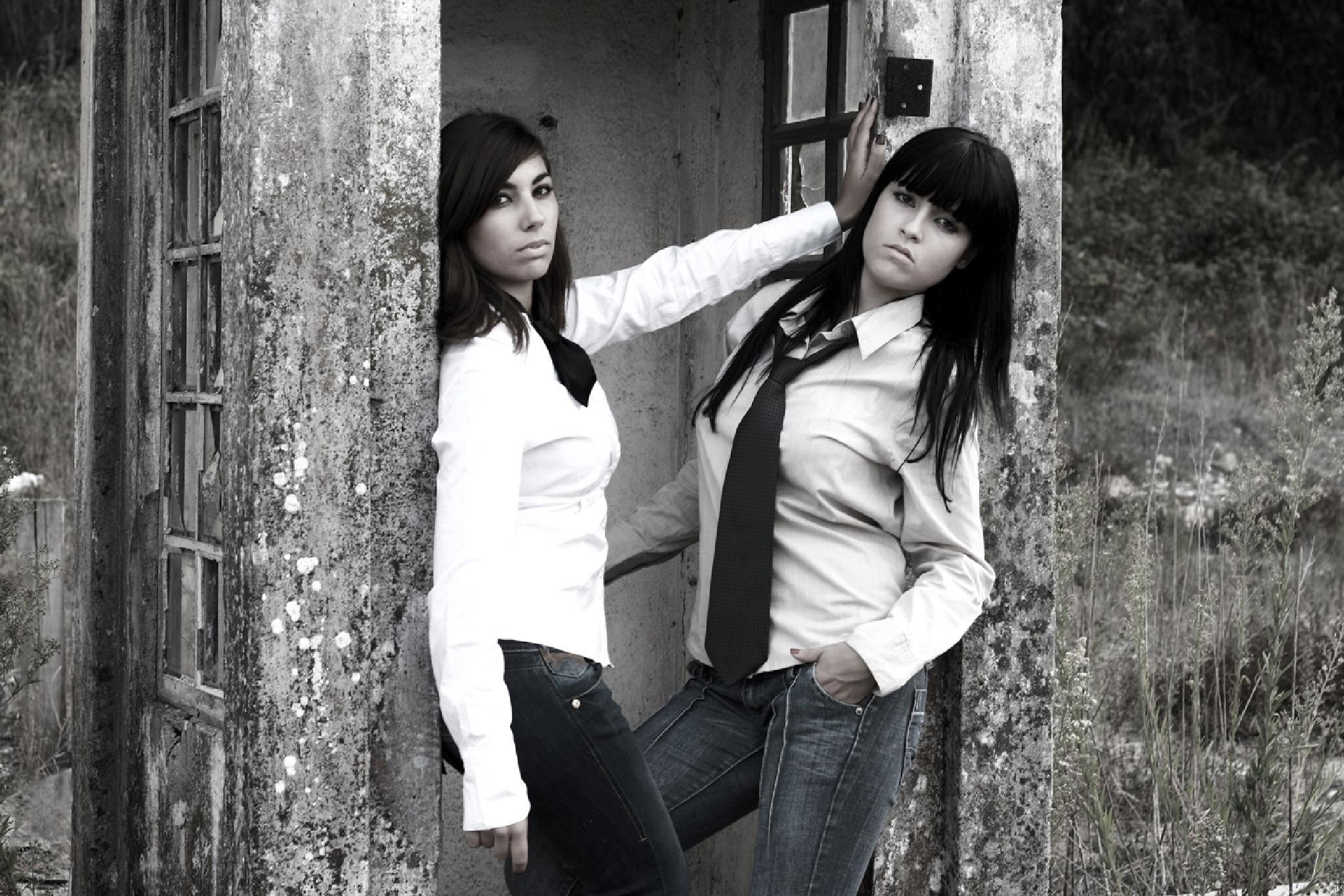 Cátia & Barbara by António Monteiro