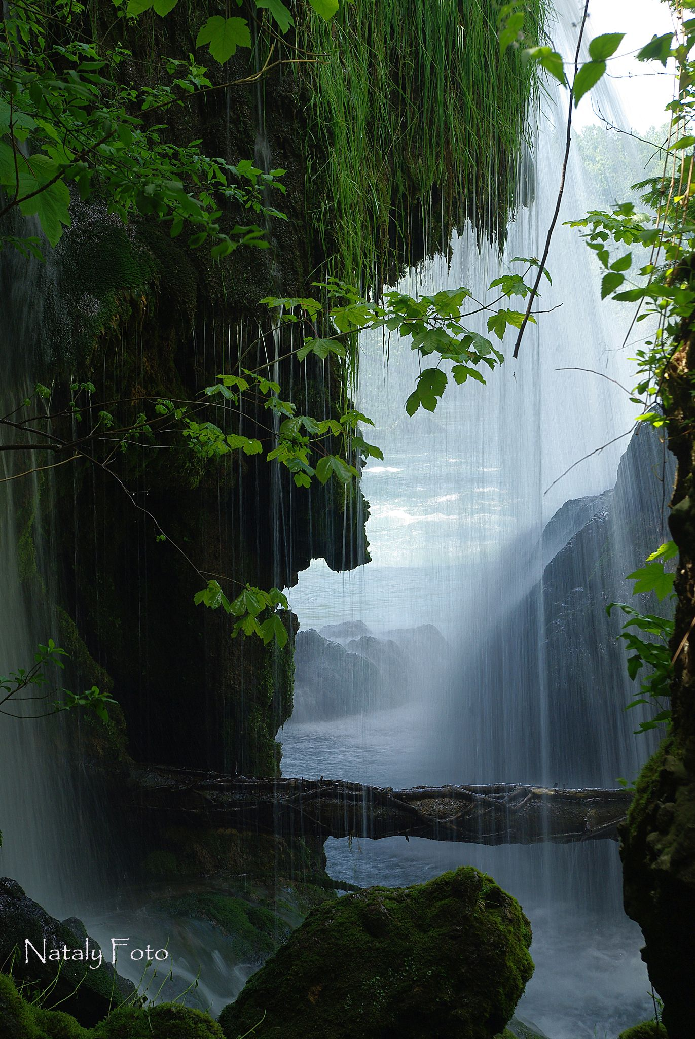Hidden waterfall by Nataly Foto