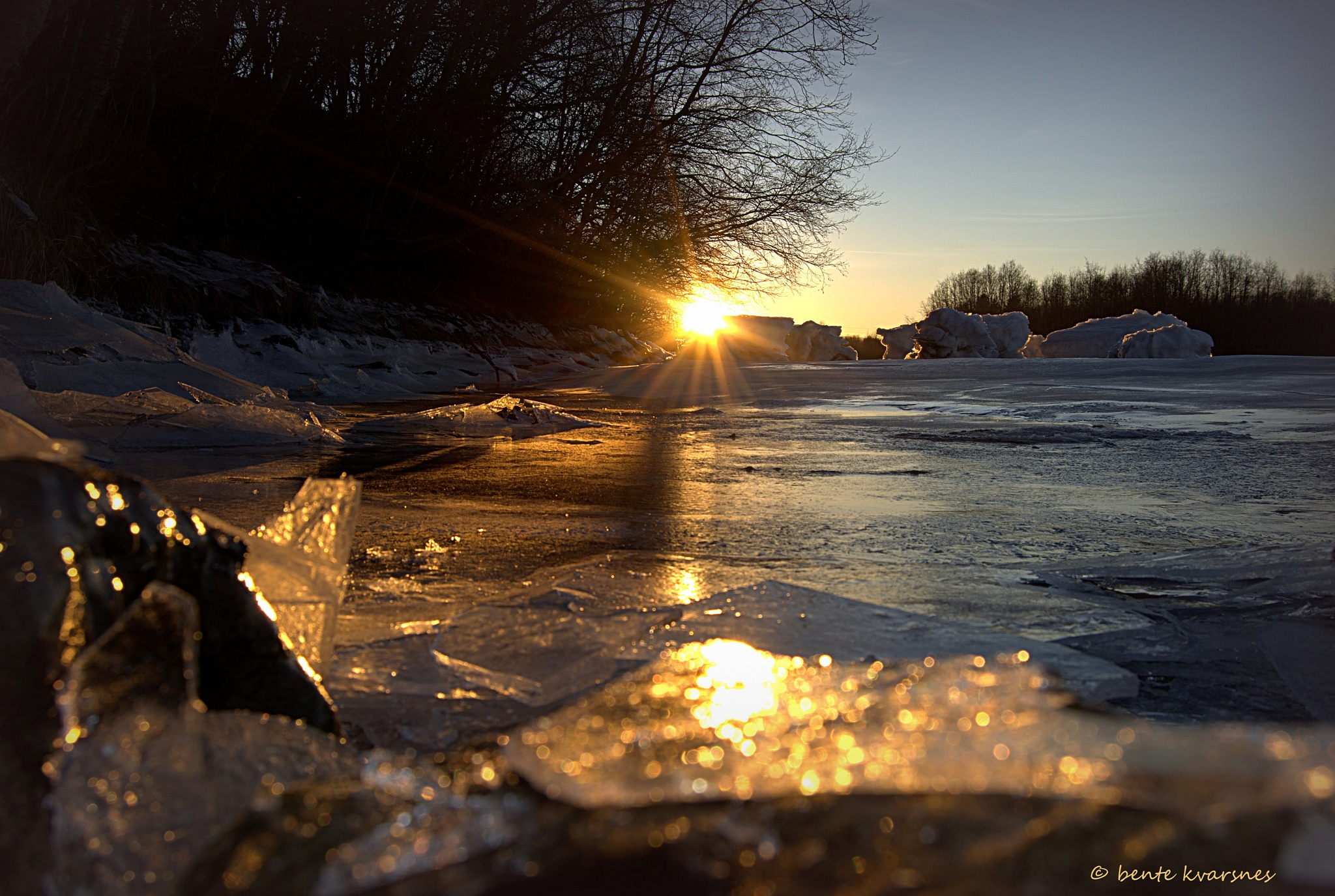 The sun warms the ice by BeKva