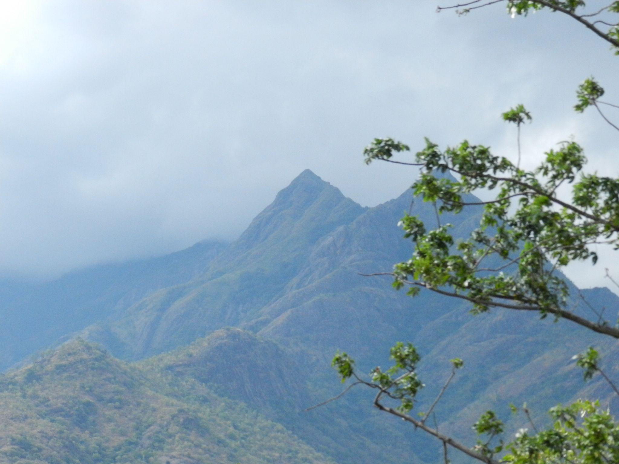 Mighty hills by PRAVEENBALAJI