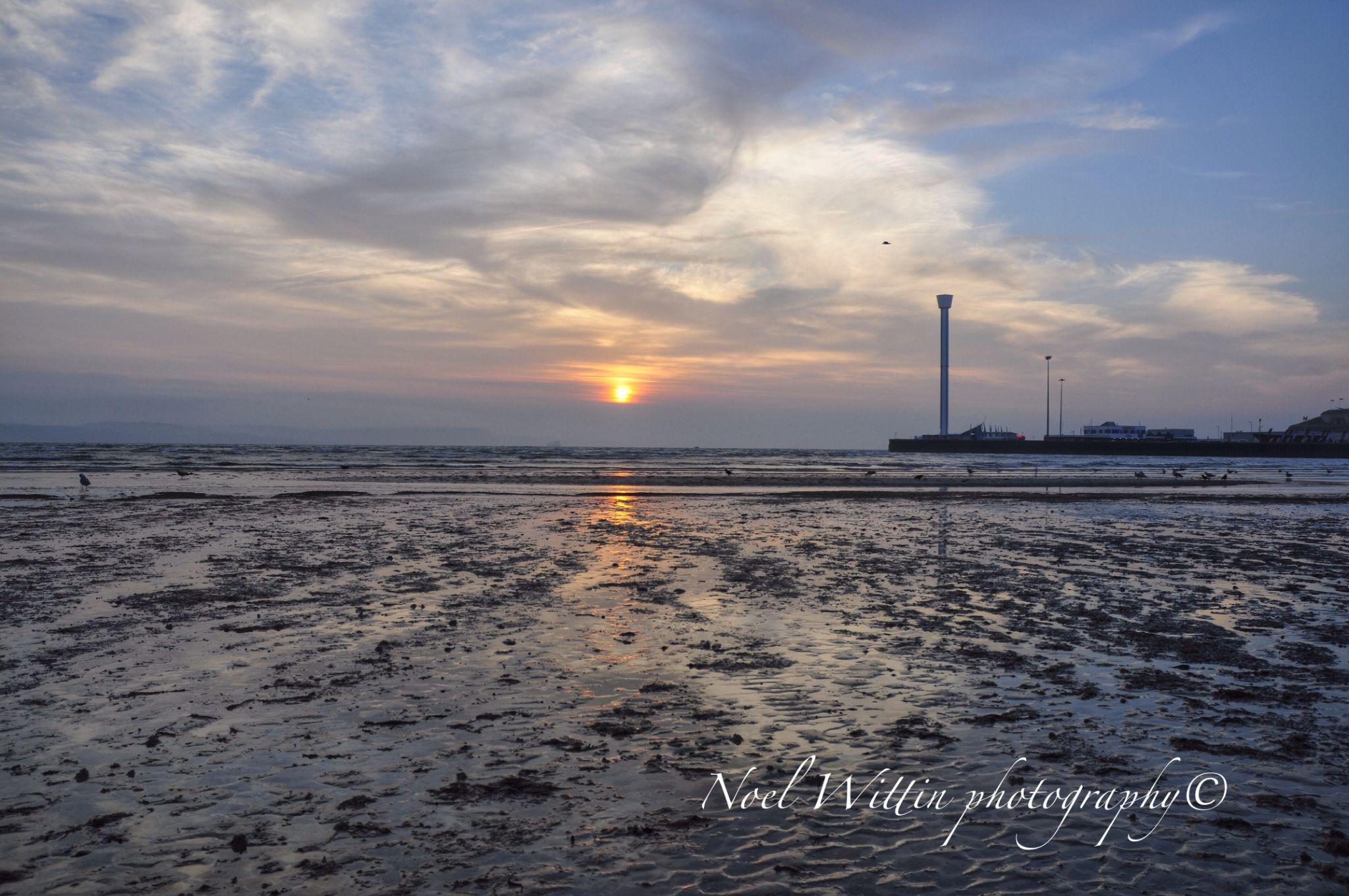 Weymouth bay sunrise by noel.wittin