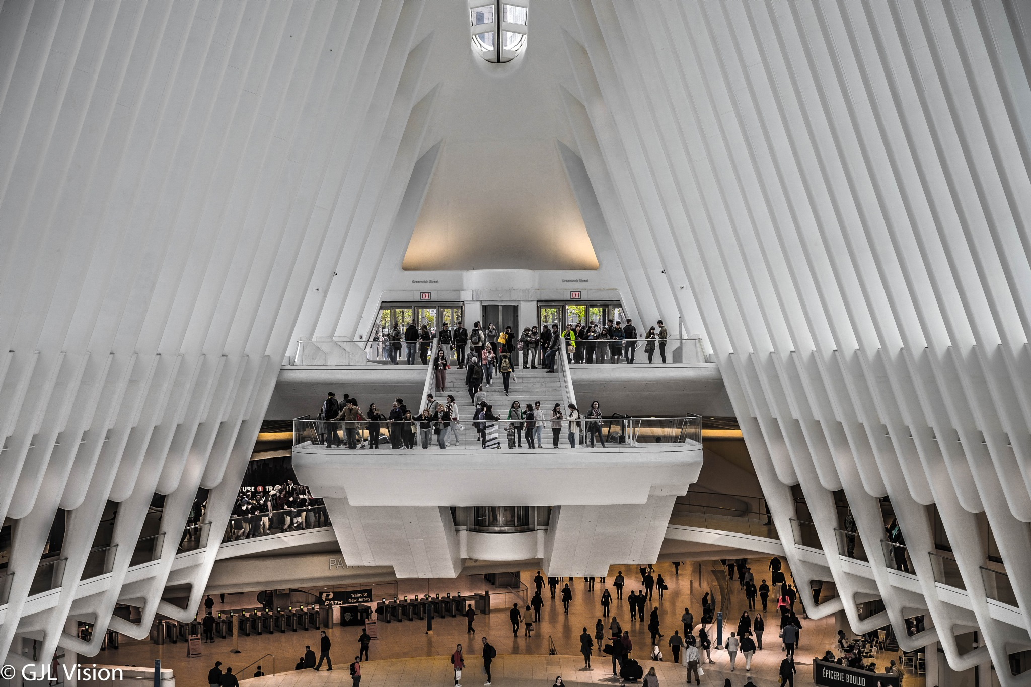 Inside The Oculus by gilbert.lopez.14