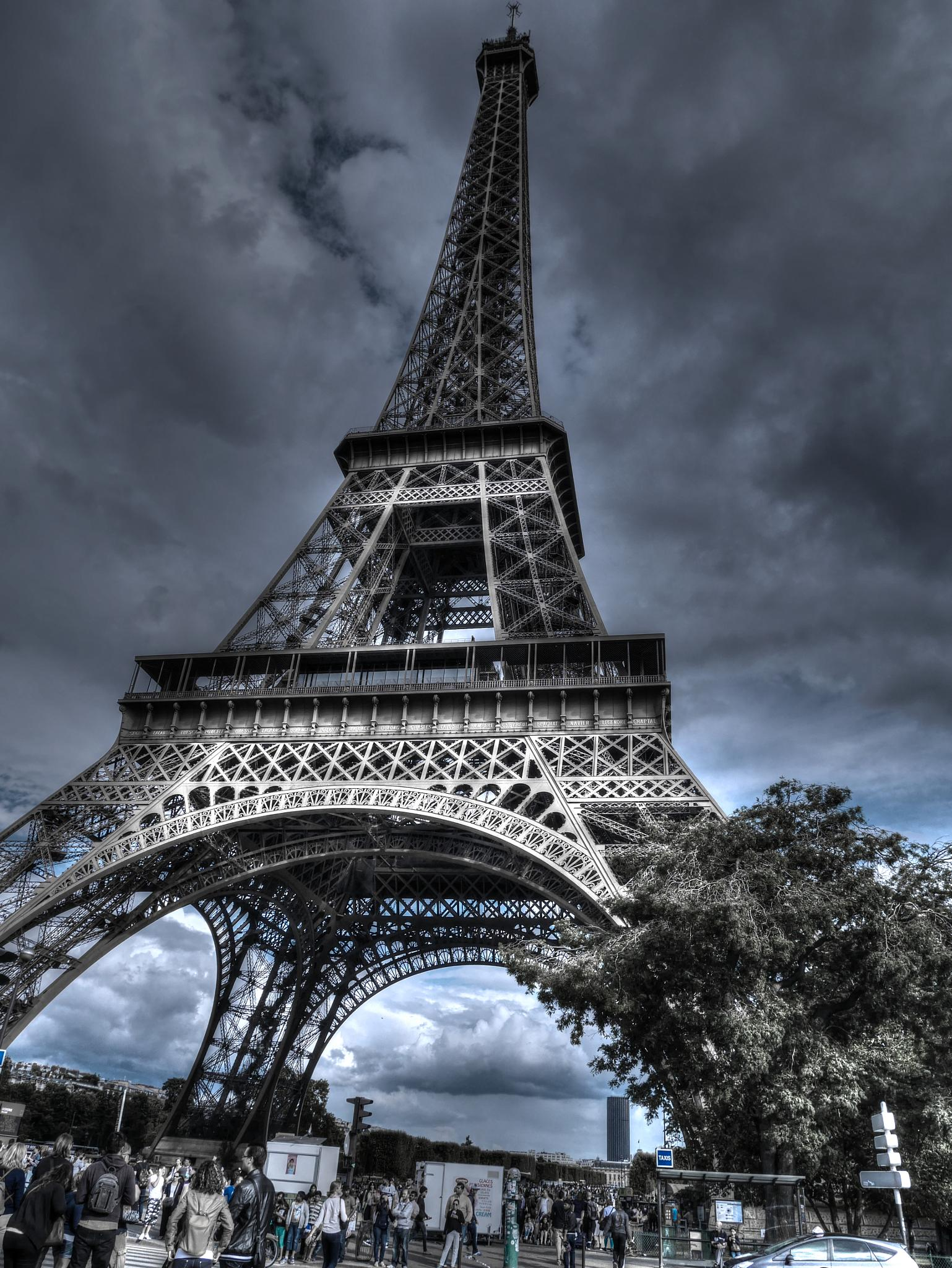 E.T. (Eiffel Tower) by Jean No