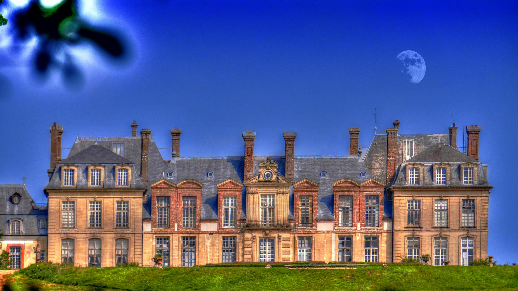 Chateau of Thoiry by Jean No