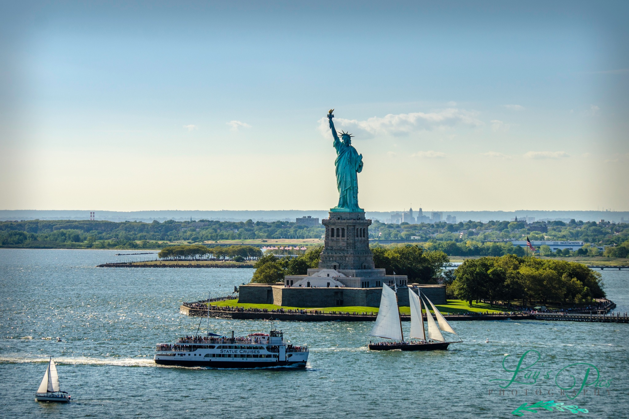 Hudson River - Lady Liberty by lauspics