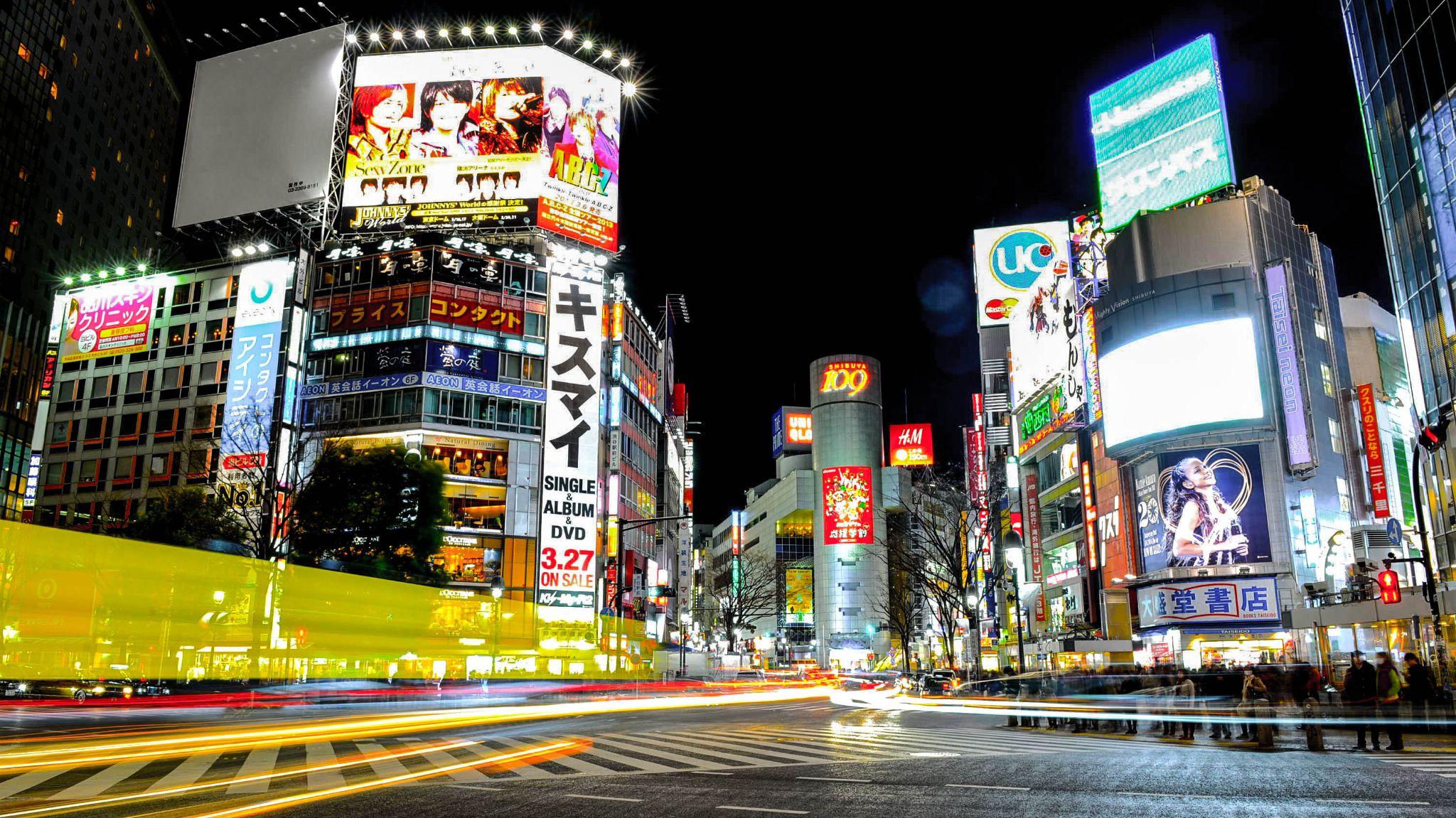 Shibuya crossing by Thomas Hubener