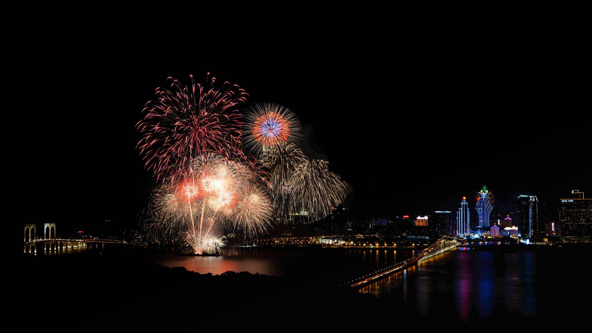 Firework Macao by Thomas Hubener