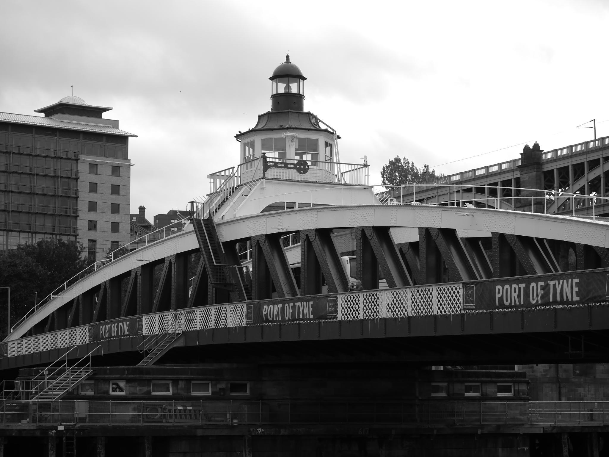 Swing Bridge Newcastle........ by daza38